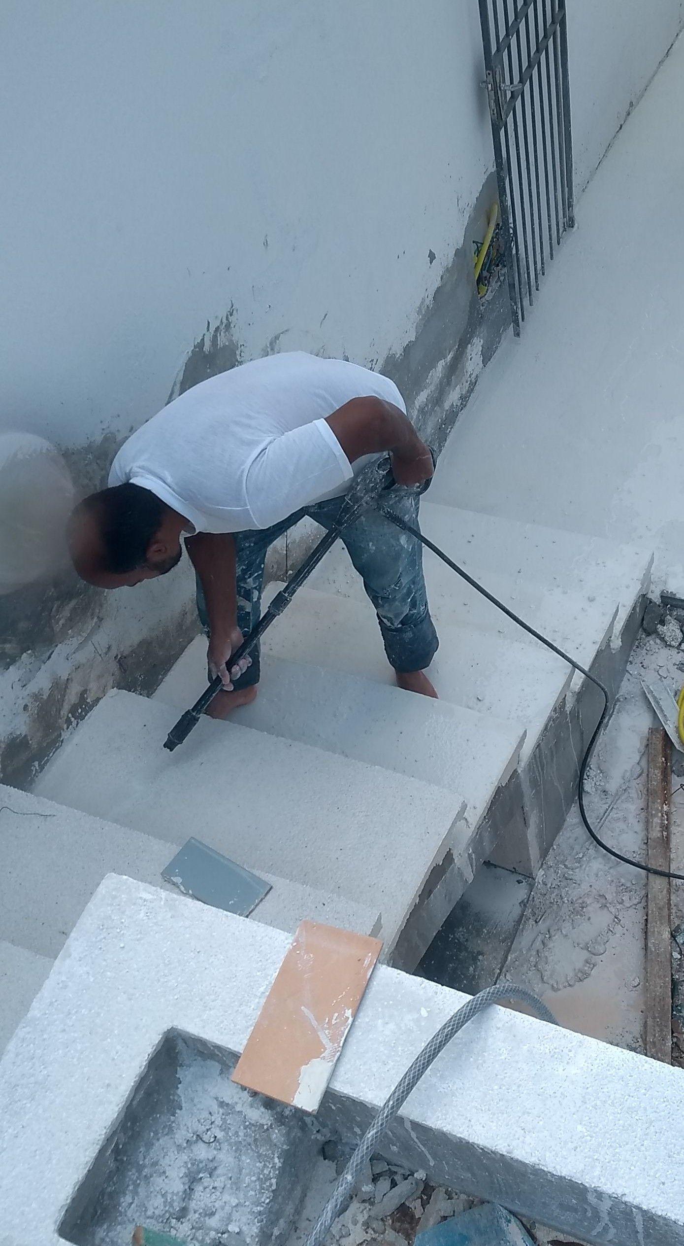 aplicação de fuget cimento branco