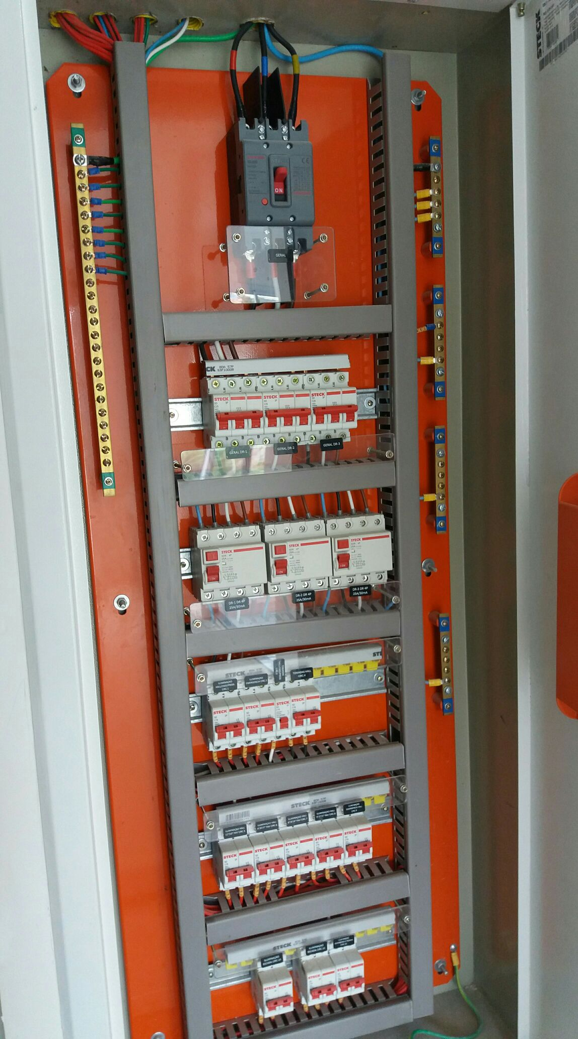 montagem de quadros elétricos em geral