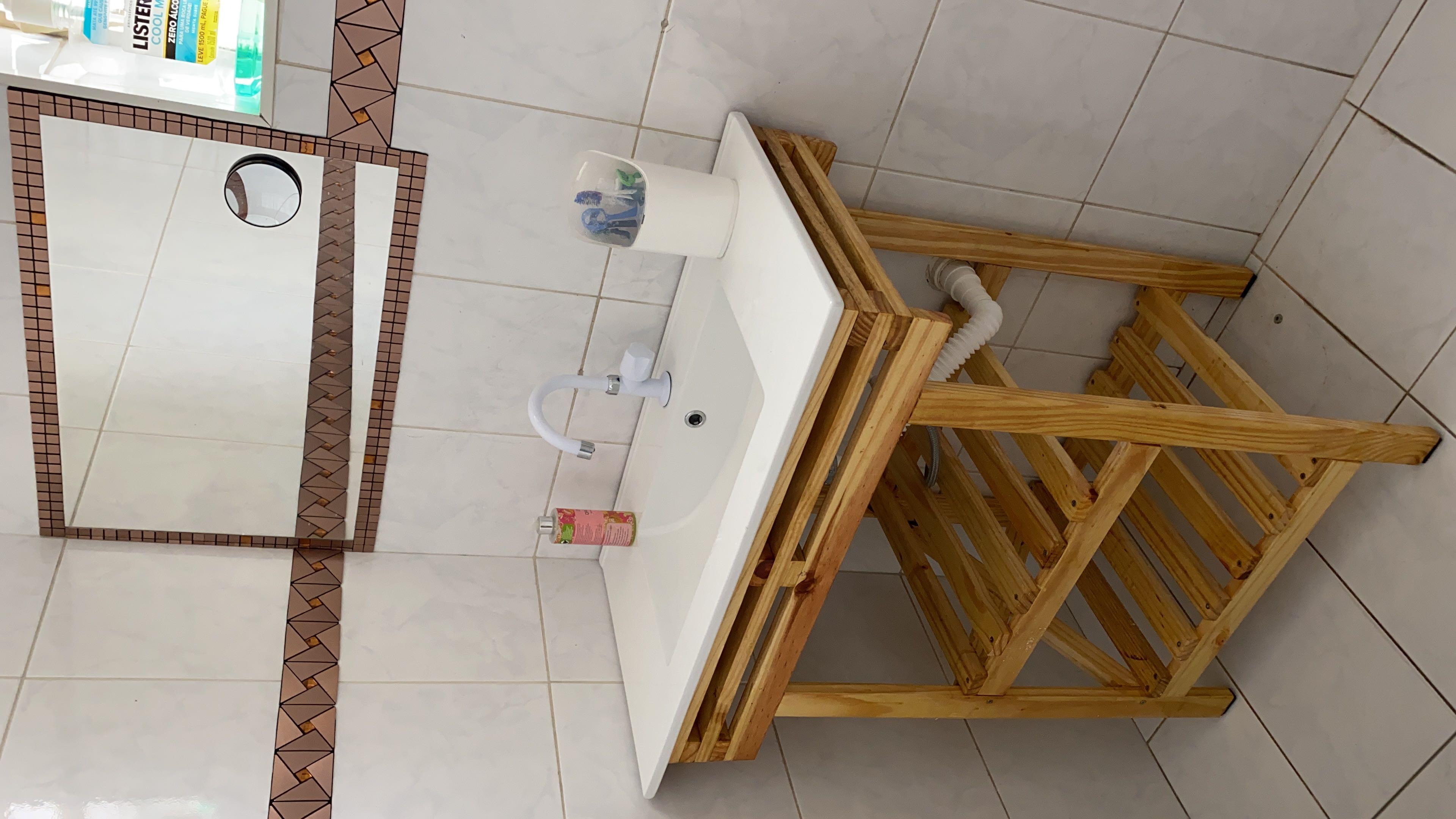 Projeto e execução de bancada de banheiro.