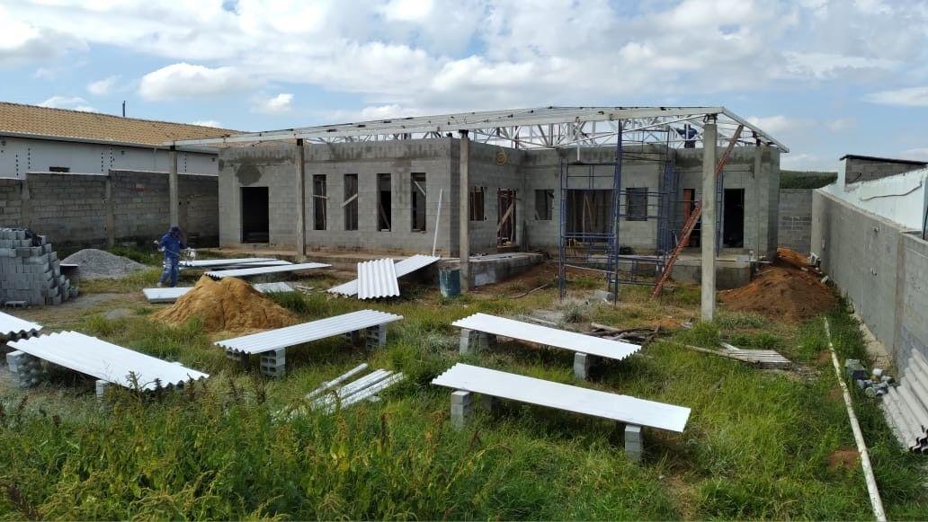 pintura e instalação das telhas Brasilit