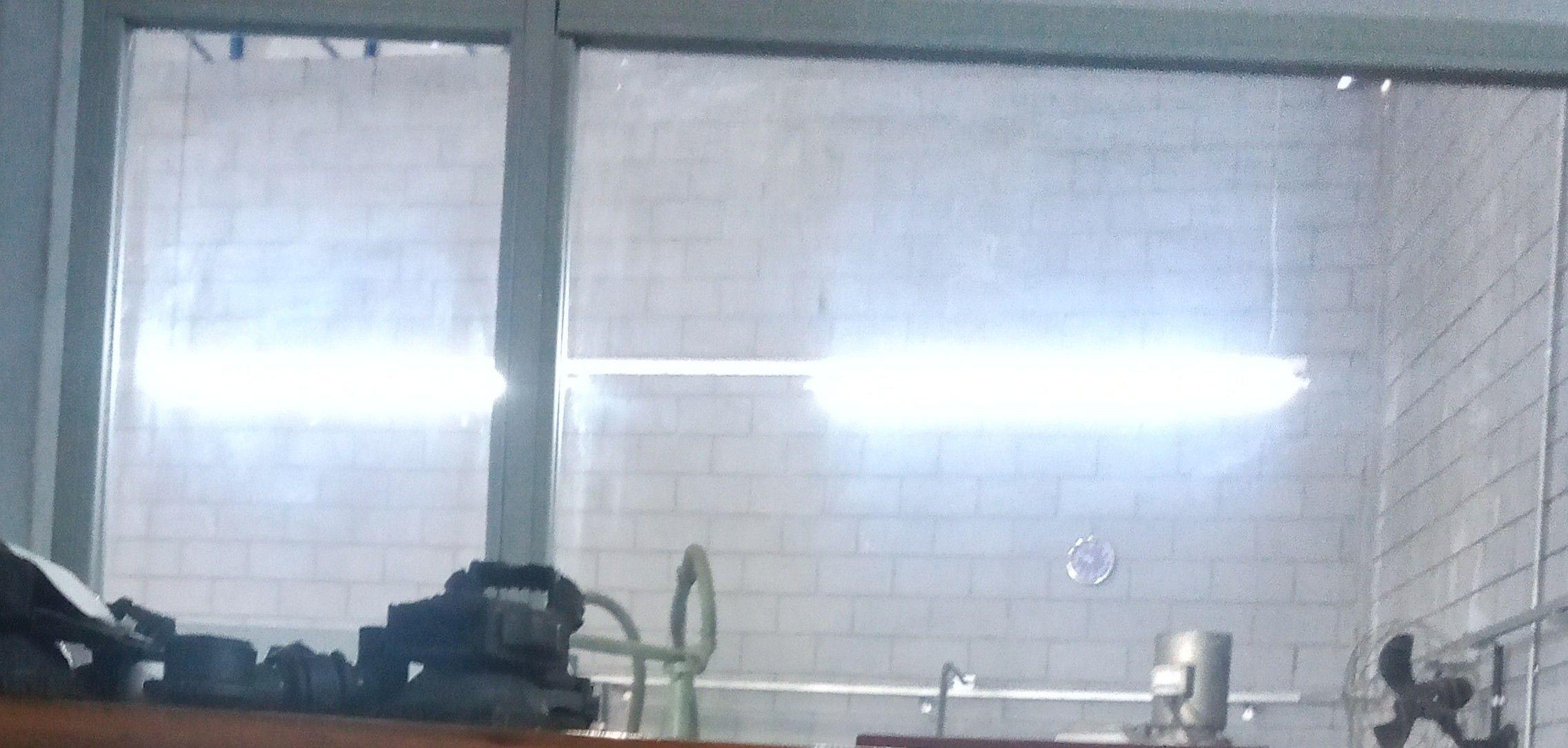e espelhos limpos e brilhantes a fábrica que limpo