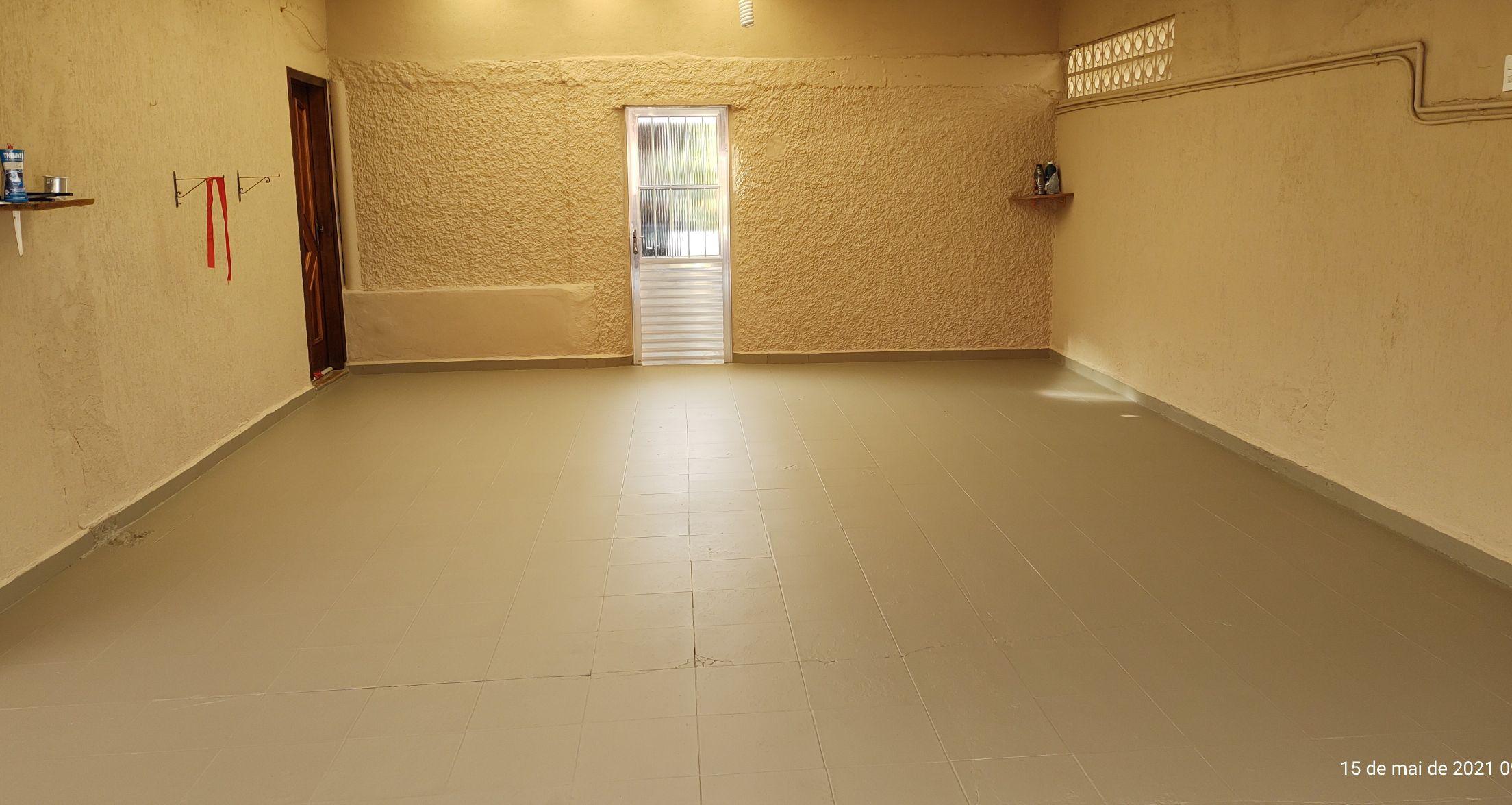 Pintura geral garagem, telhas, piso e paredes.
