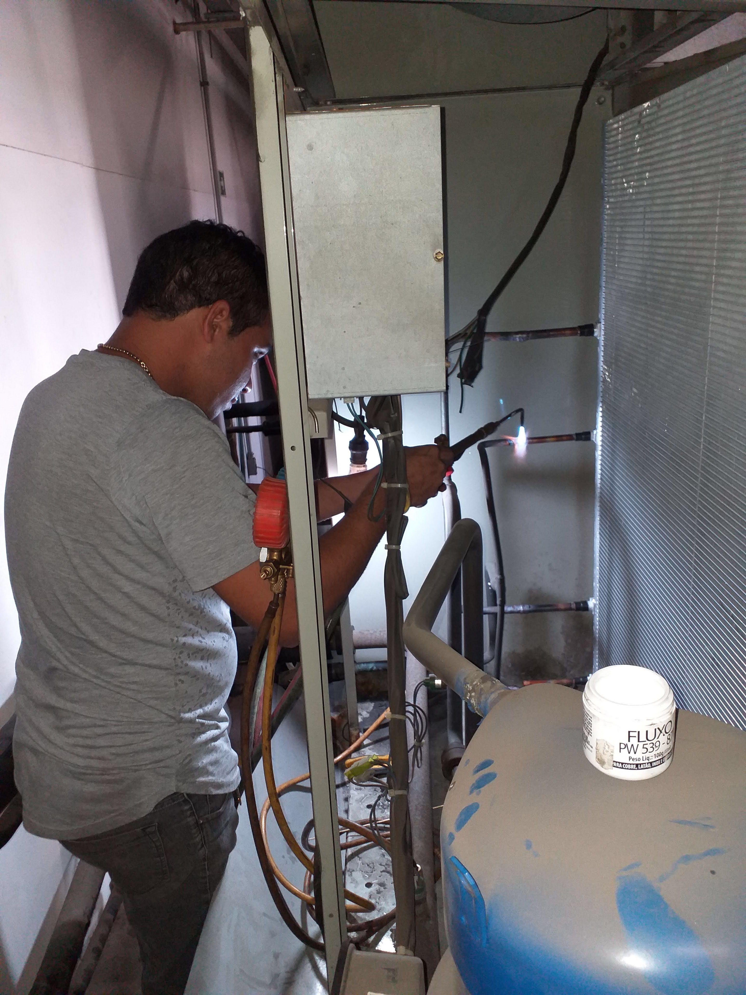 Substituição de serpentina de condensadora trane