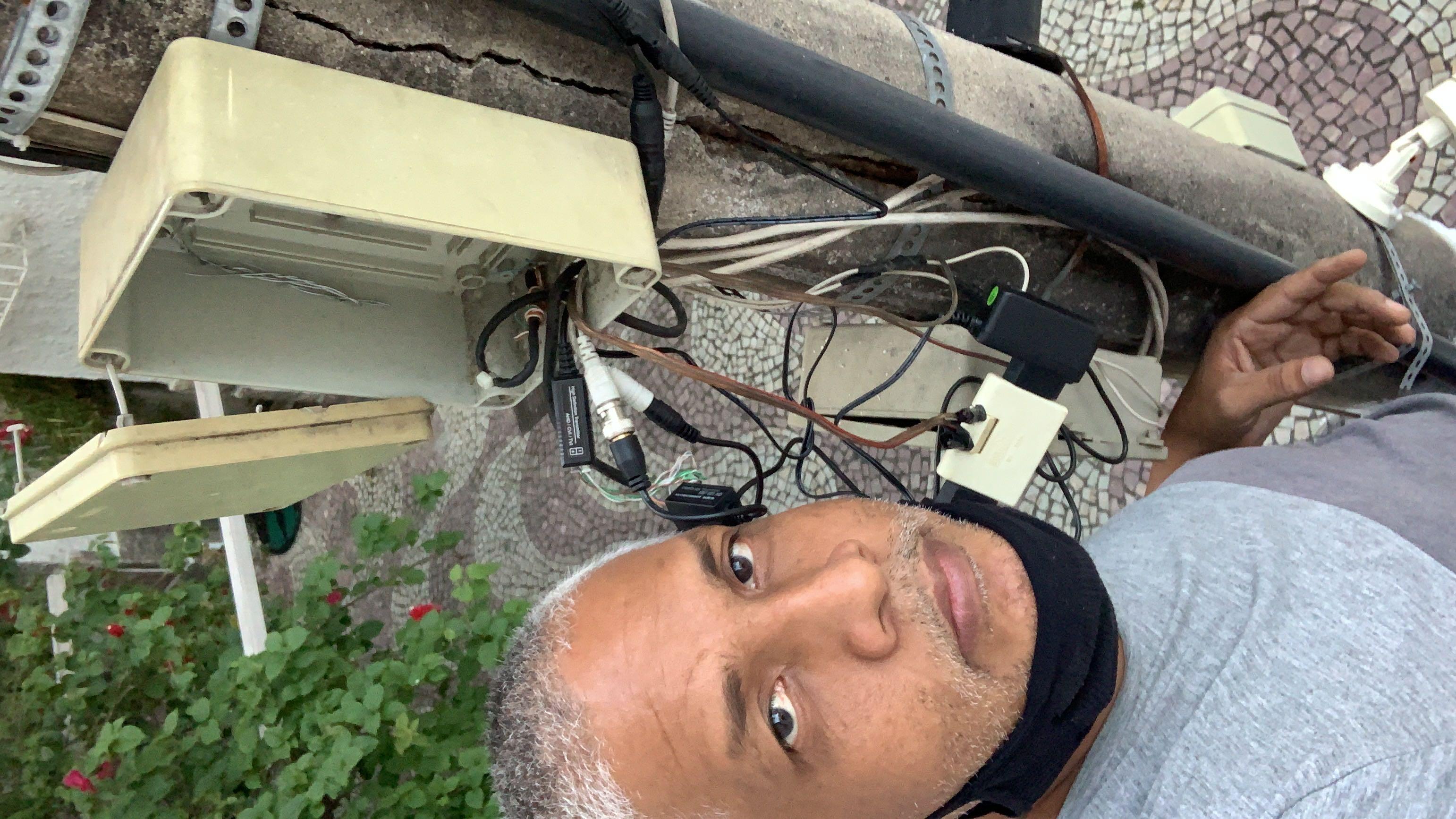 Instalação e manutenção de sistema de câmeras.