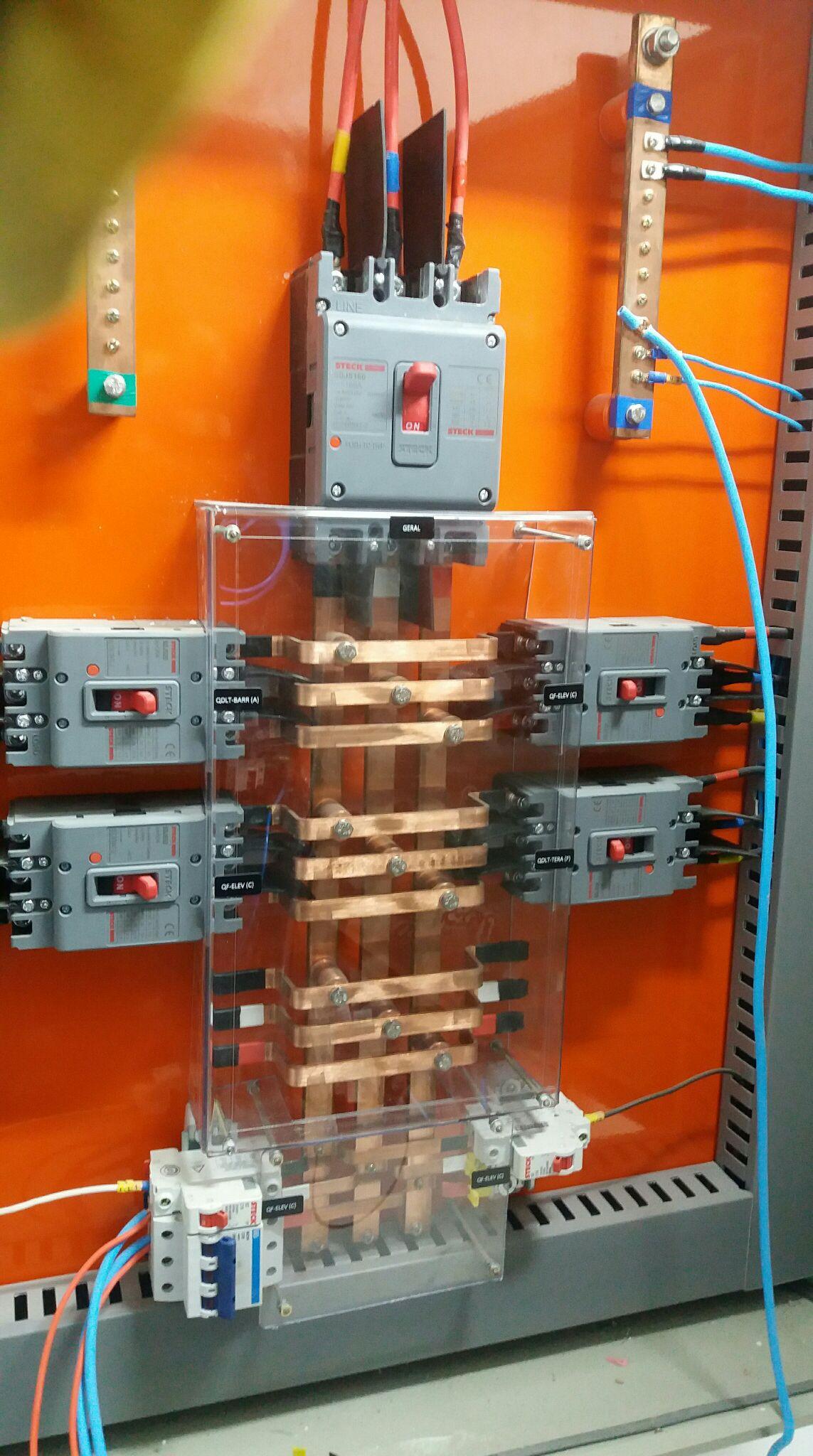 quadro de disjuntores caixa moldada com barramento
