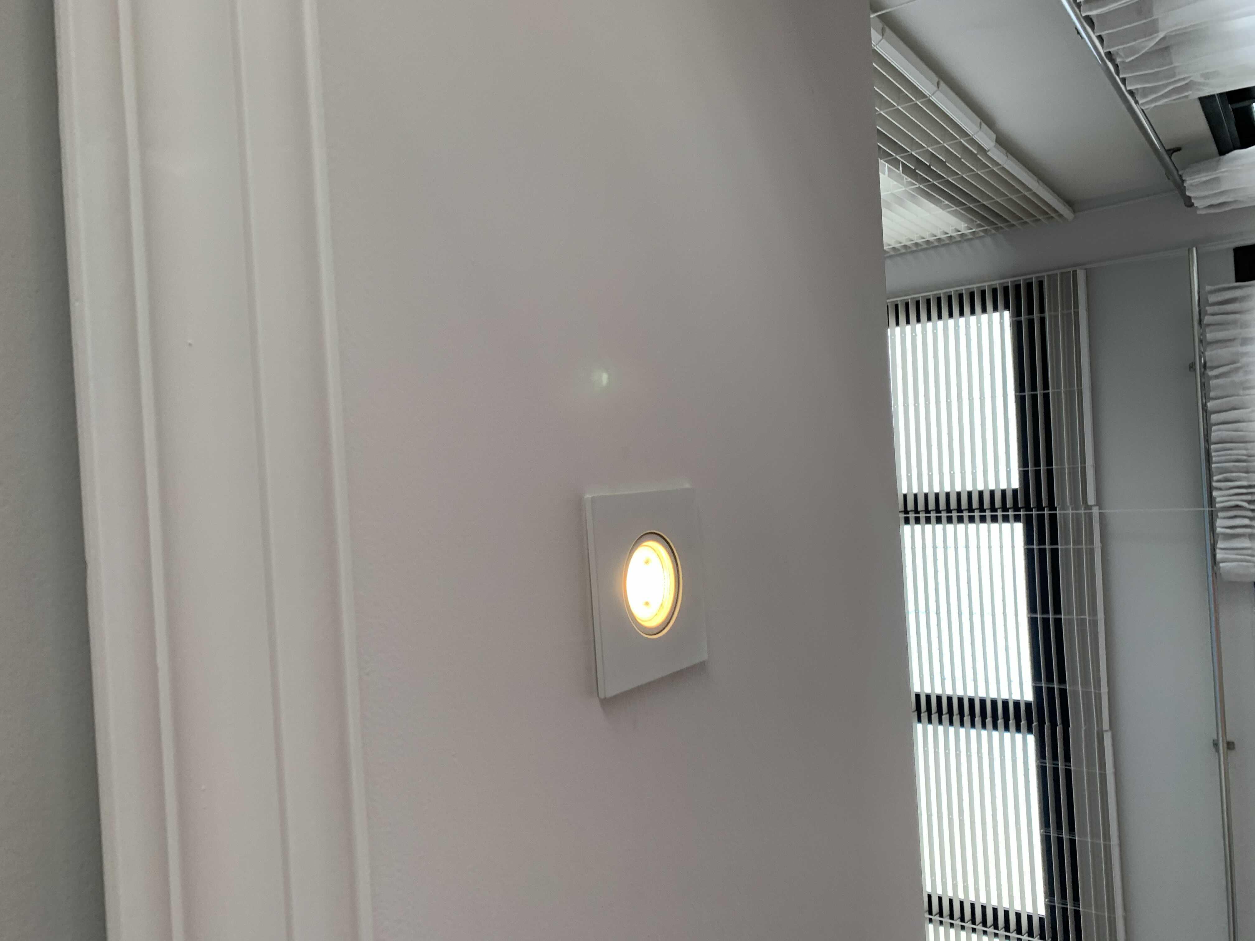 Troca de reator e lâmpada de forro de gesso
