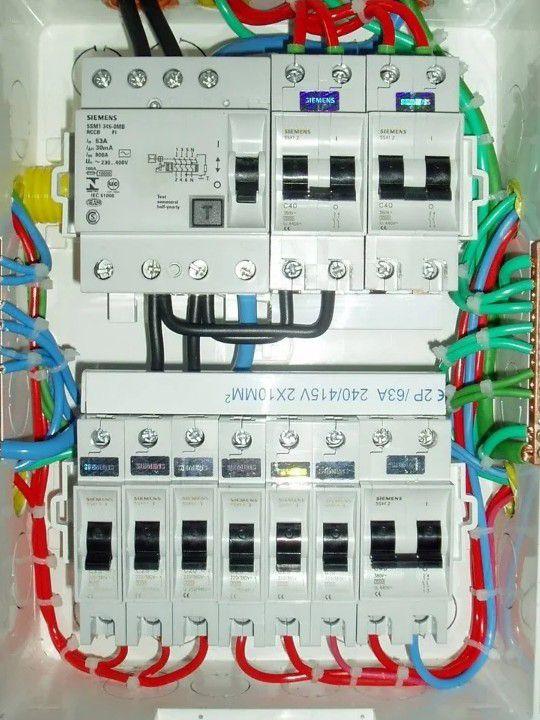 instalação de disjuntores  e distribuição elétrica