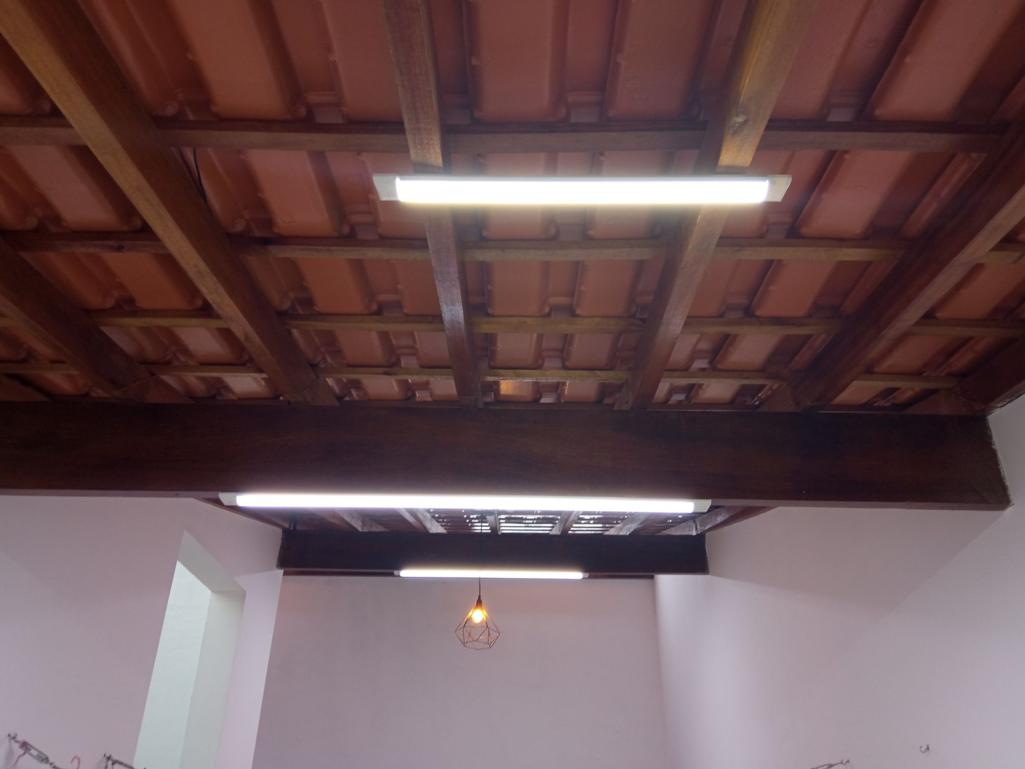 Instalação pelo telhado