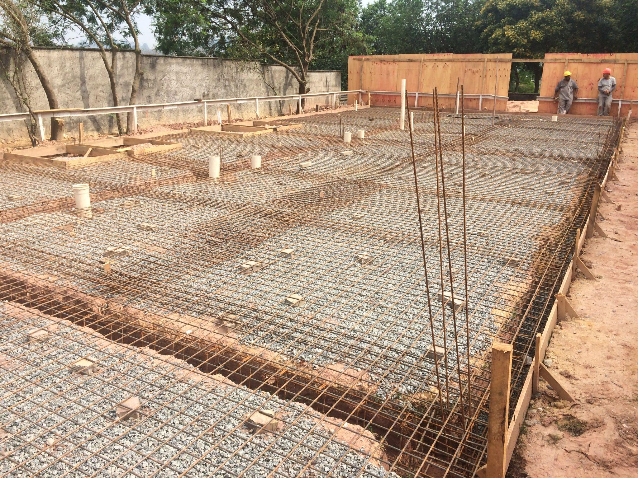 Preparação para concretagem em construção