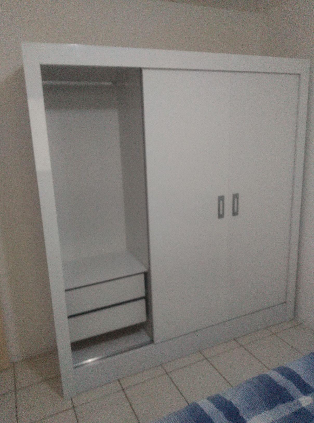 guarda roupa 3 portas e 4 gavetas