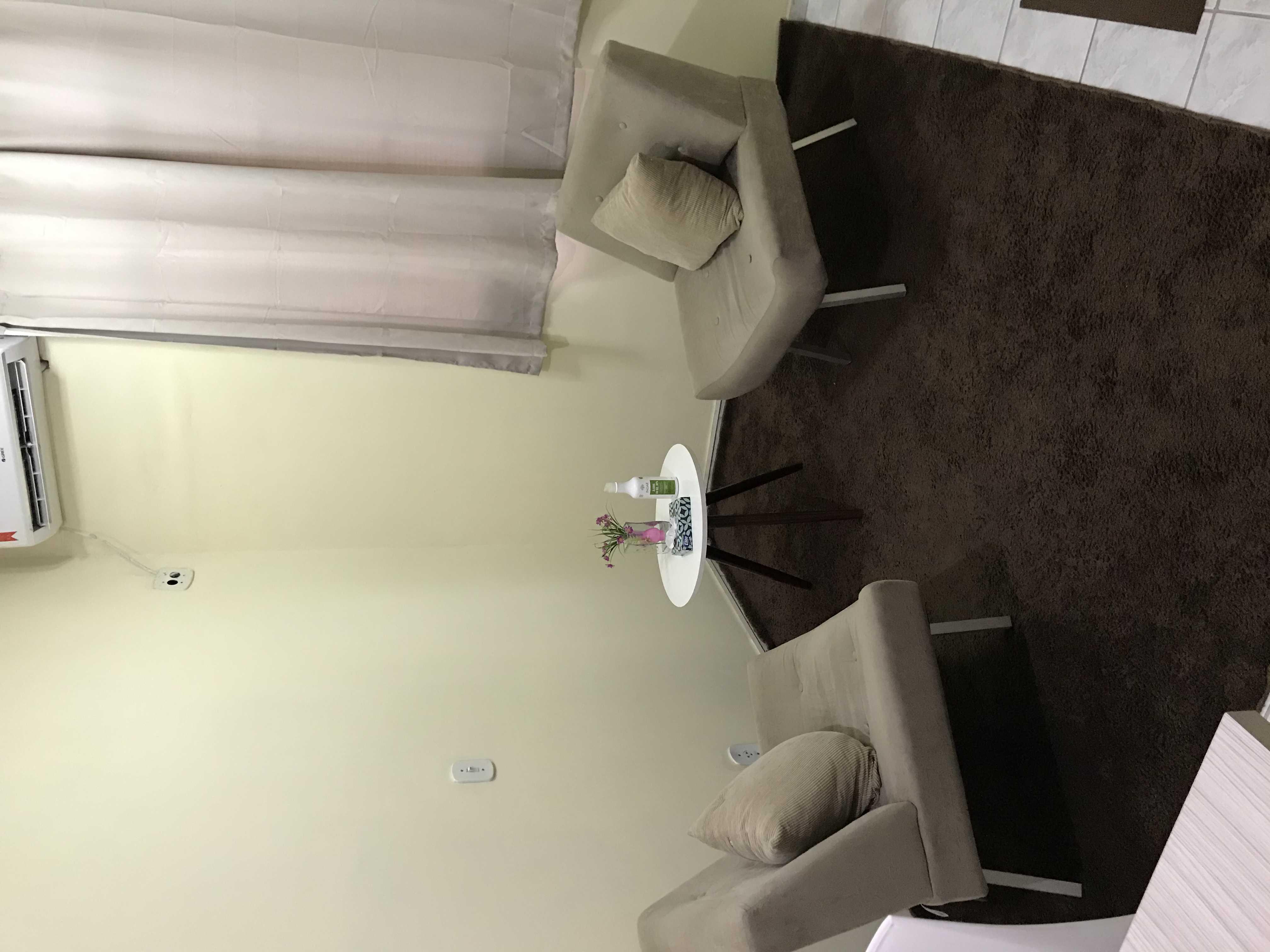 Sala ampla e confortável