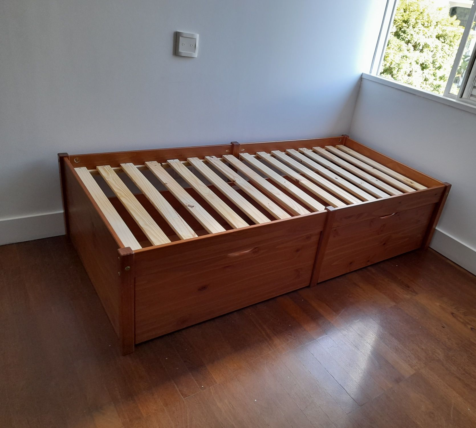 cama com gavetas