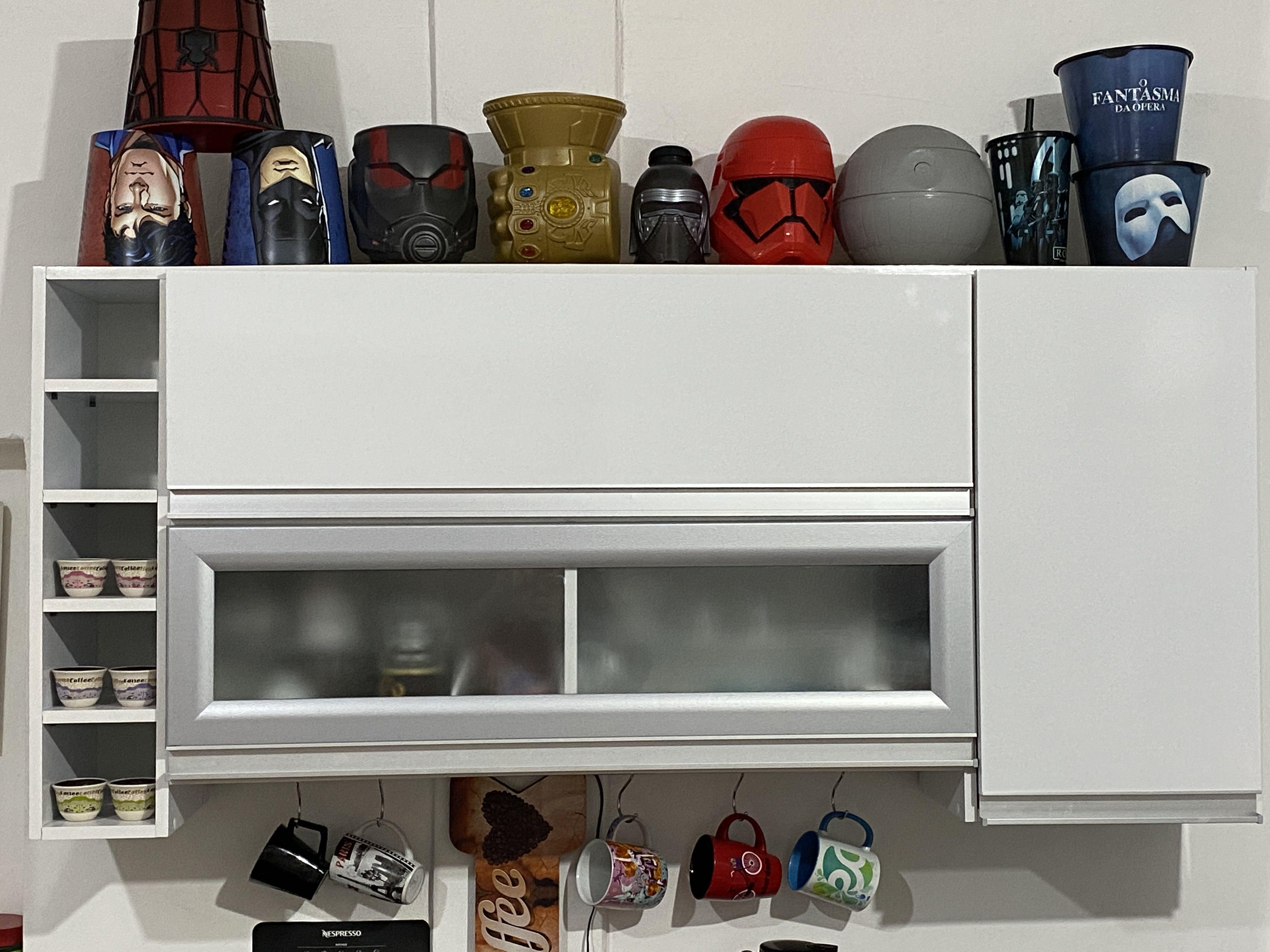 Instalação de móveis de cozinha.