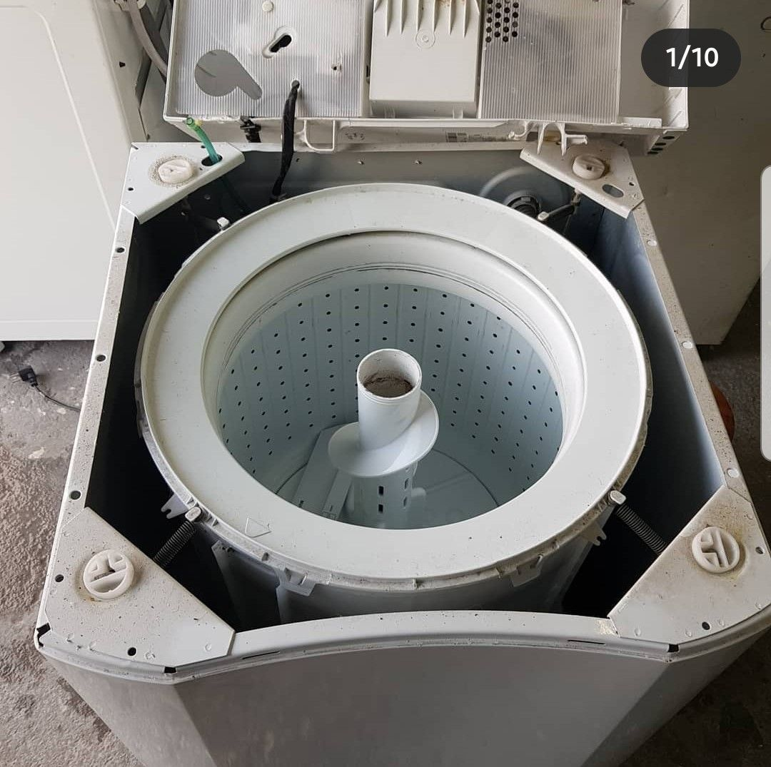 trocando a mecânica da lavadora Electrolux.