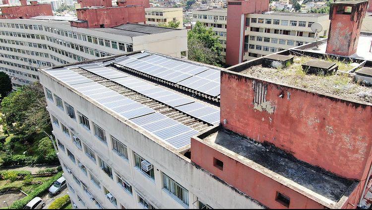 Inspeção aérea de painéis solares fotovoltaicos.
