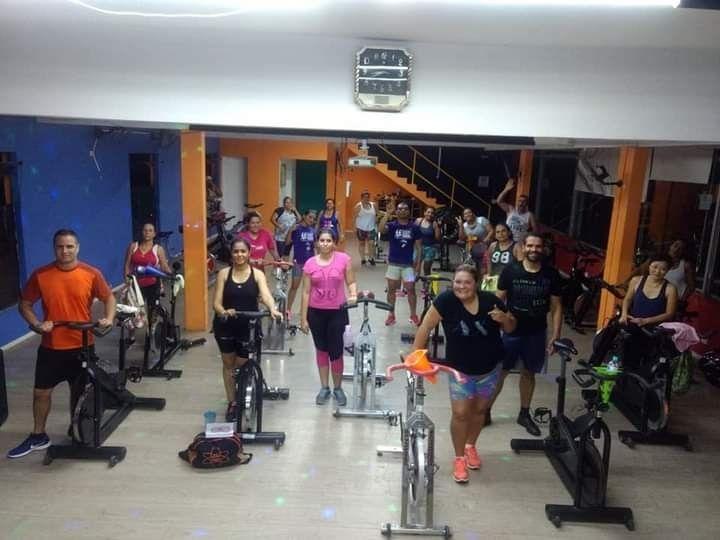 Aula de Bike Academia Esporte Total em Arujá