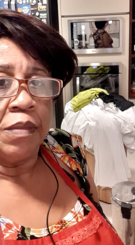 passando roupa num cliente
