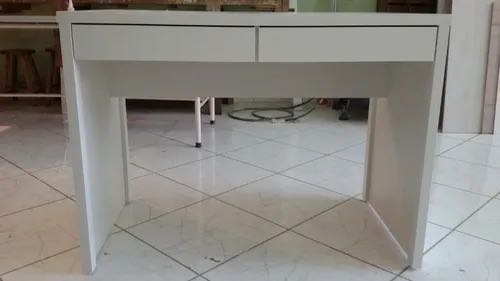 Escrivaninha com 2 gavetas em MDF branco