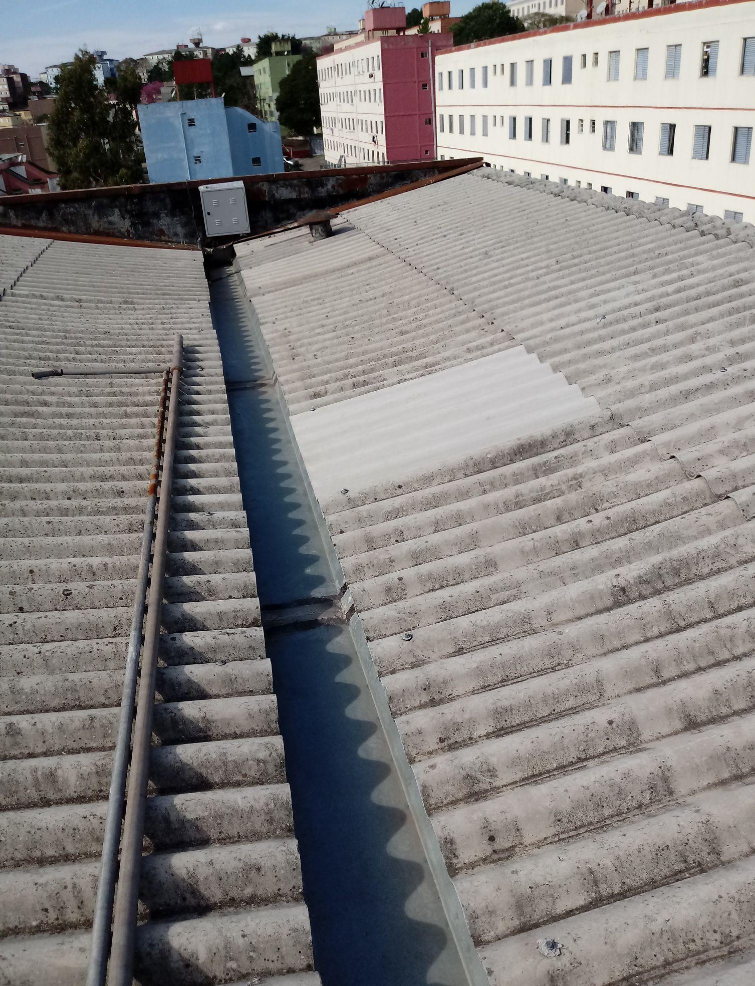 Troca de telhas  em prédios