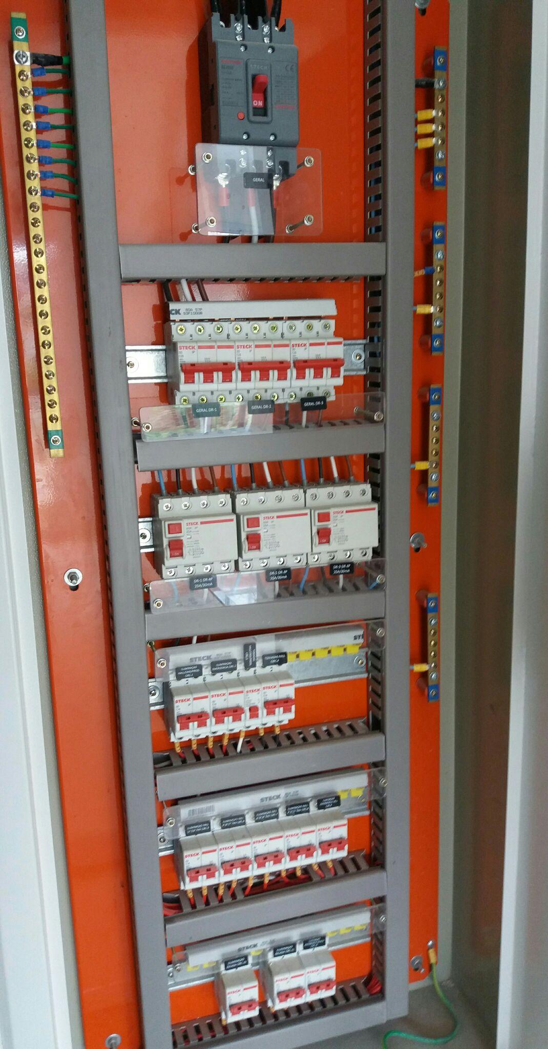 quadro de disjuntores administrativo 220 volts