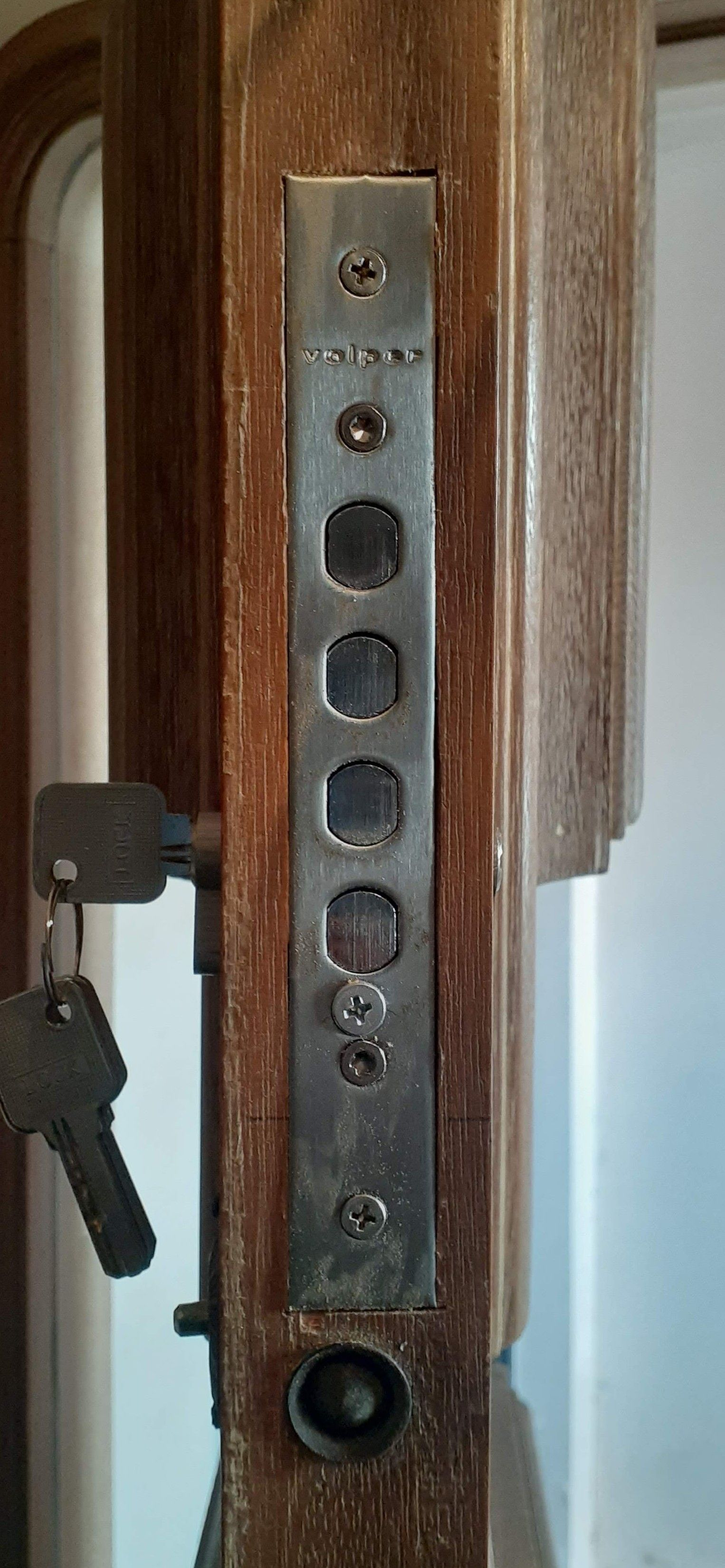 fechadura auxiliar de segurança.