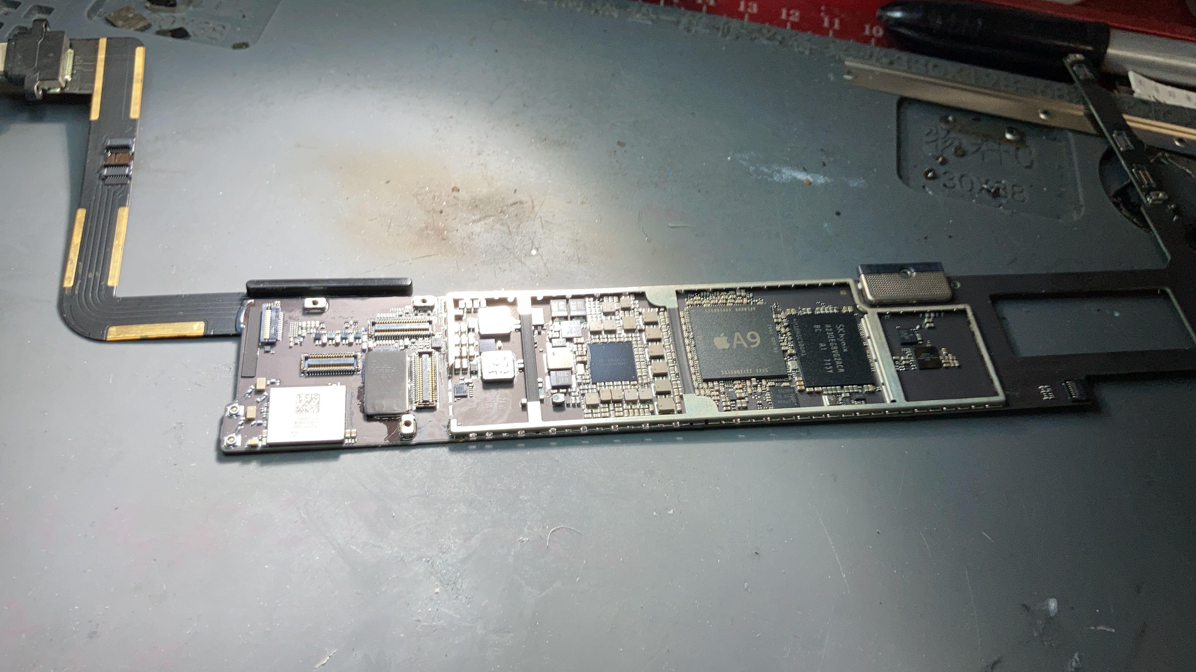 Reparo no circuito de carga iPad Air 2