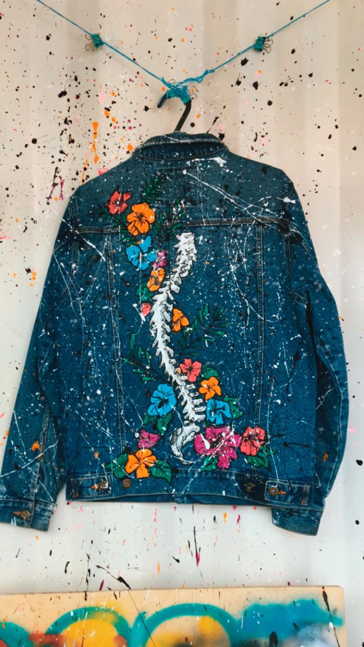 Customização de jaqueta jeans