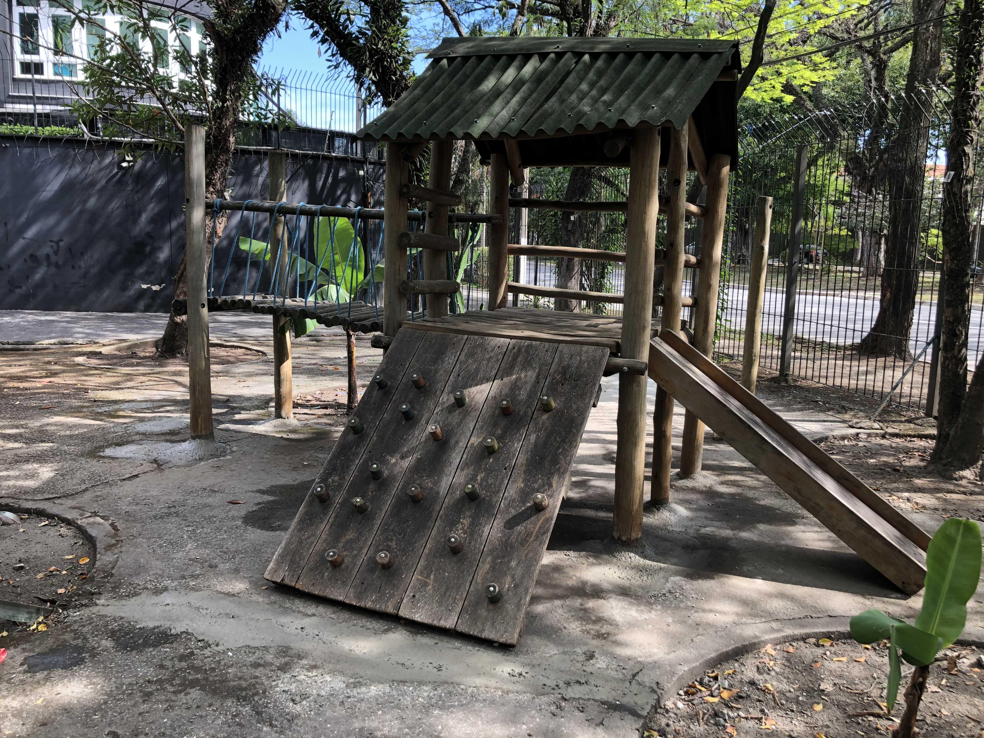 Desmontagem/ montagem de Playground (com fixação)