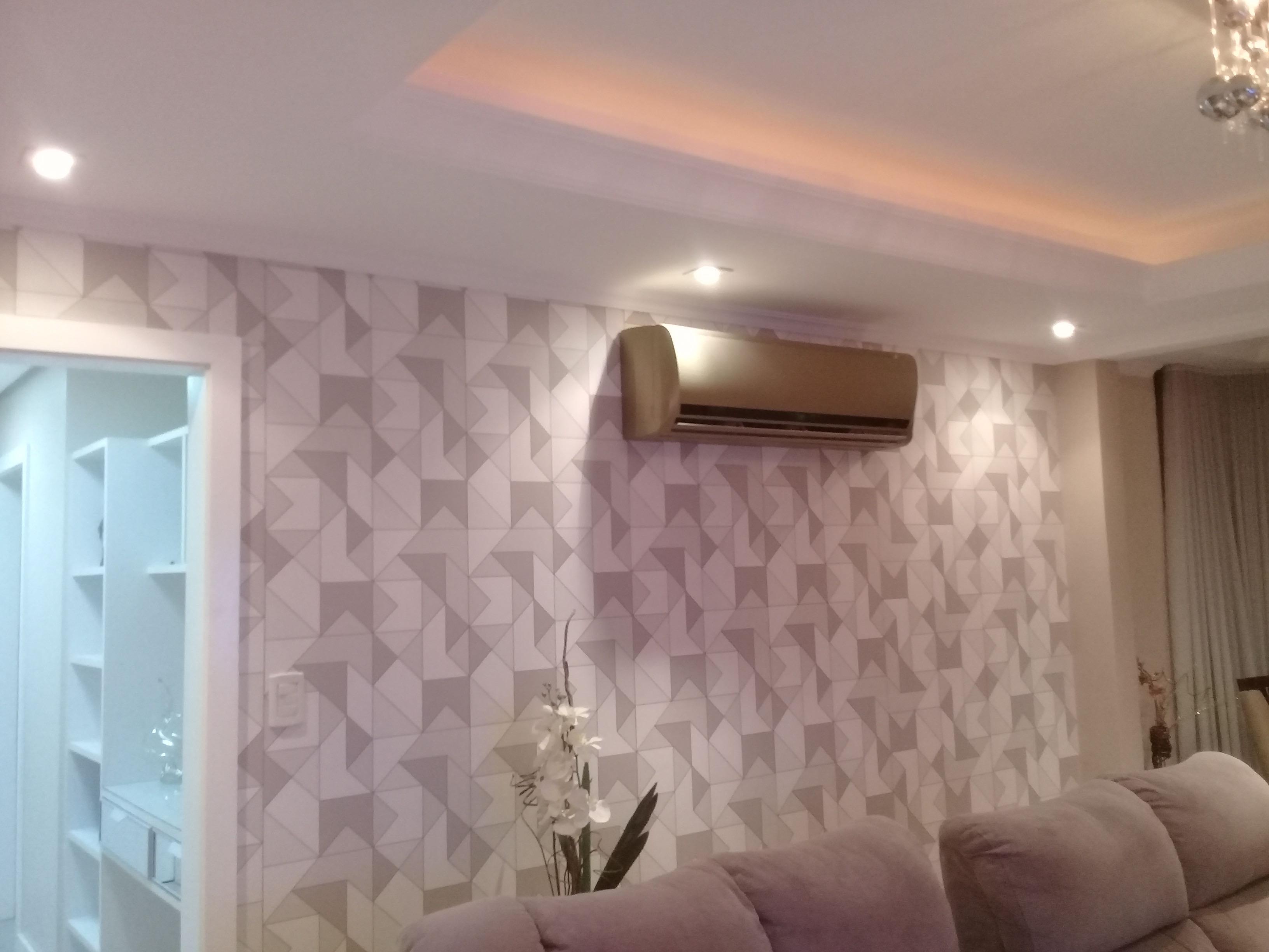 Instalação de papel de parede tradicional.