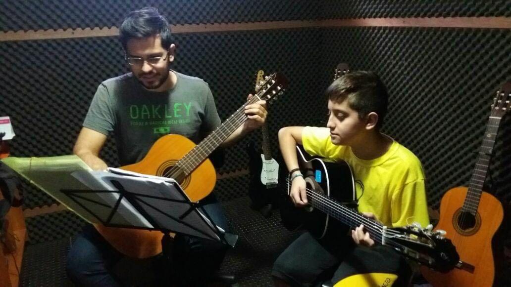 Durante uma aula de violão! 😉