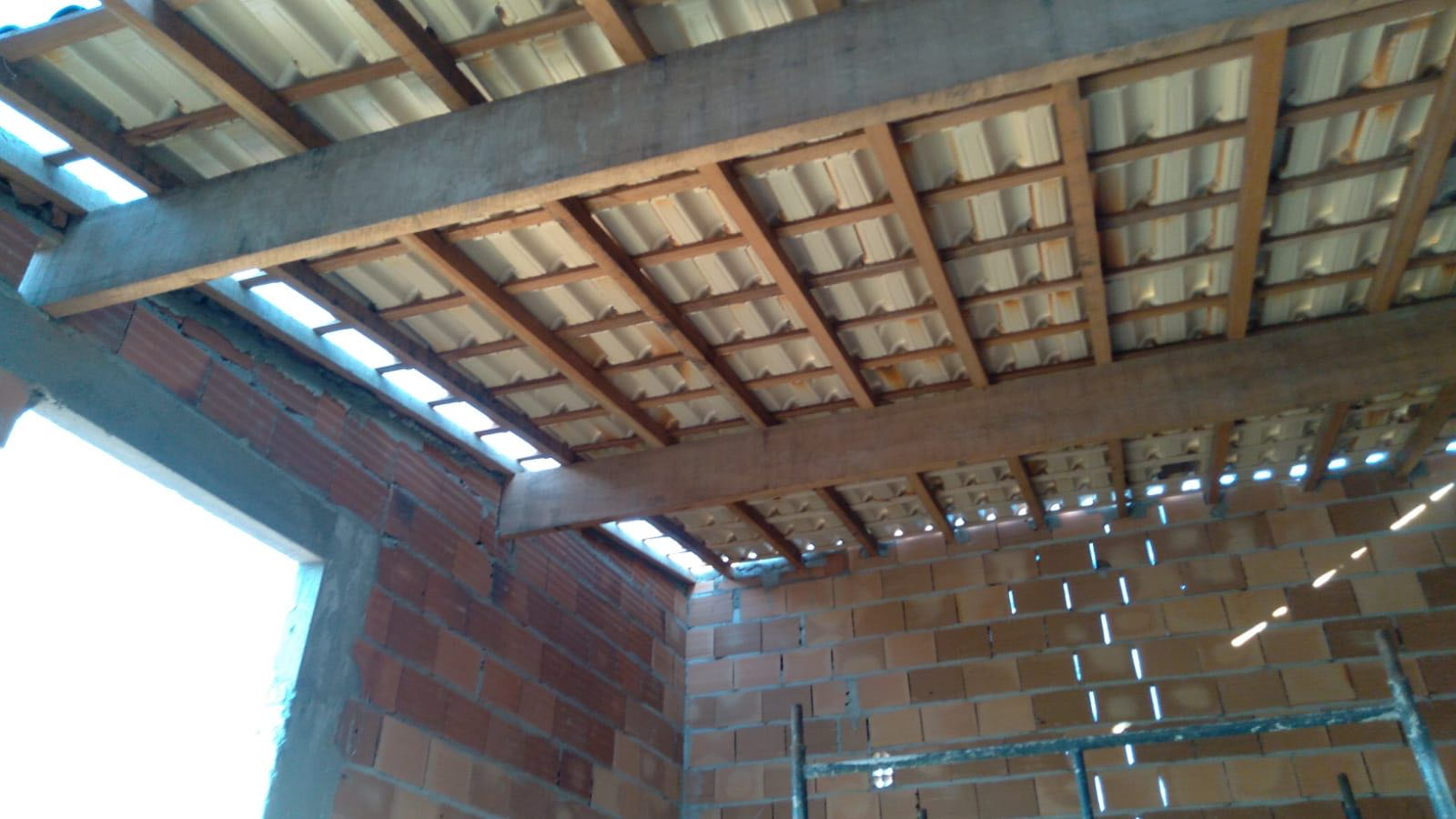 estrutura de madeira e telhamento