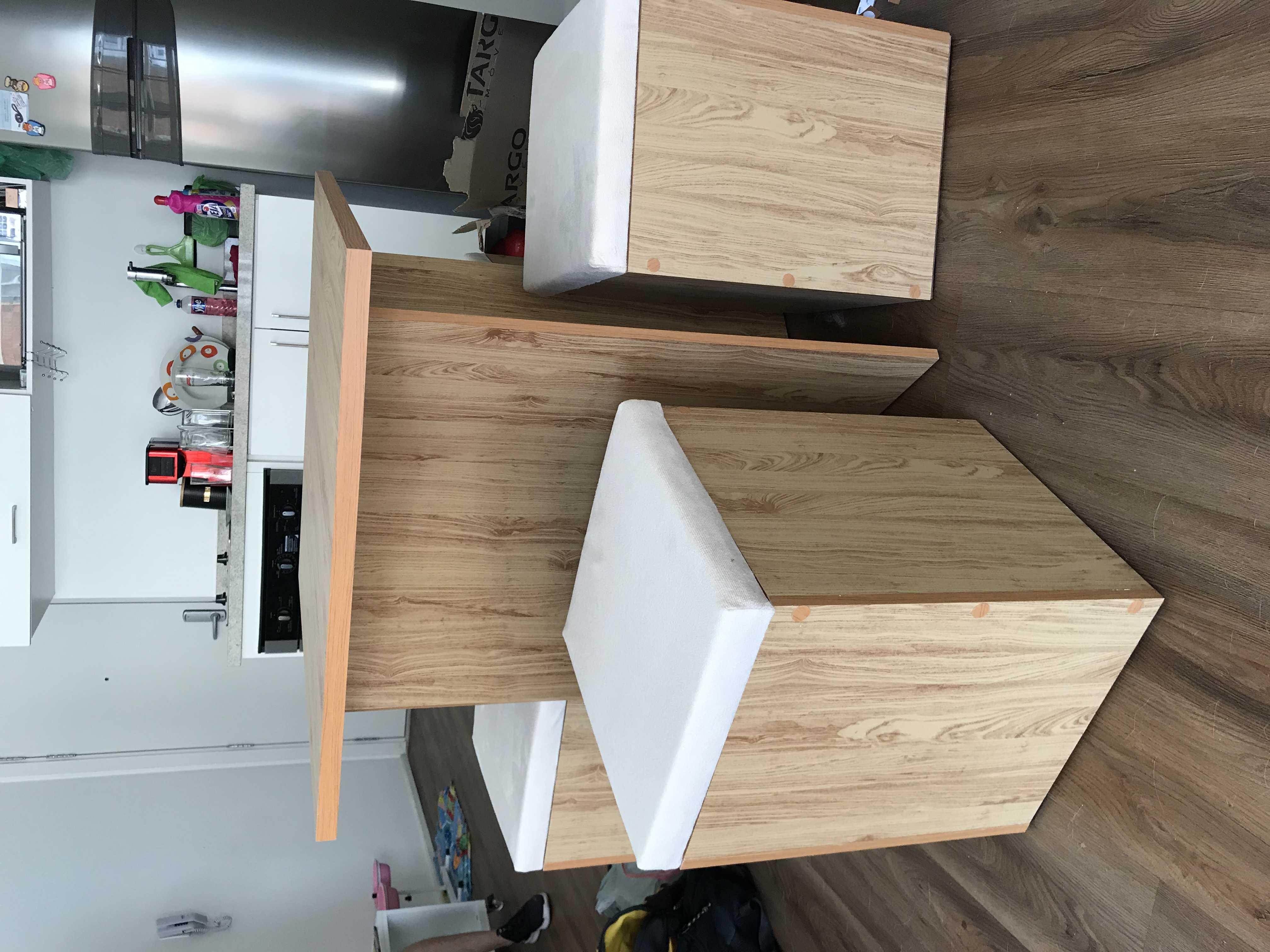Mesa com baús