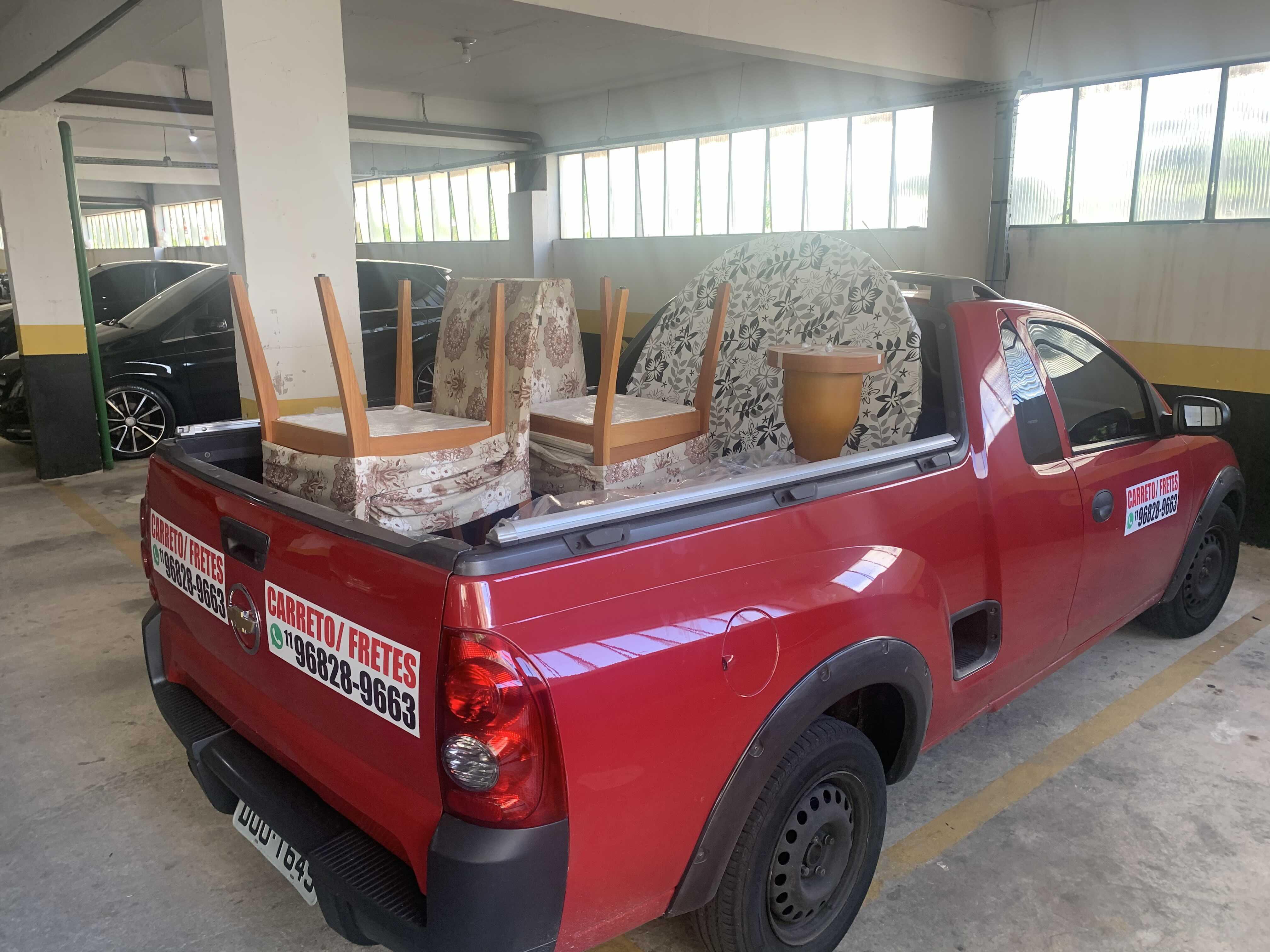 Transporte de mesa com cadeiras