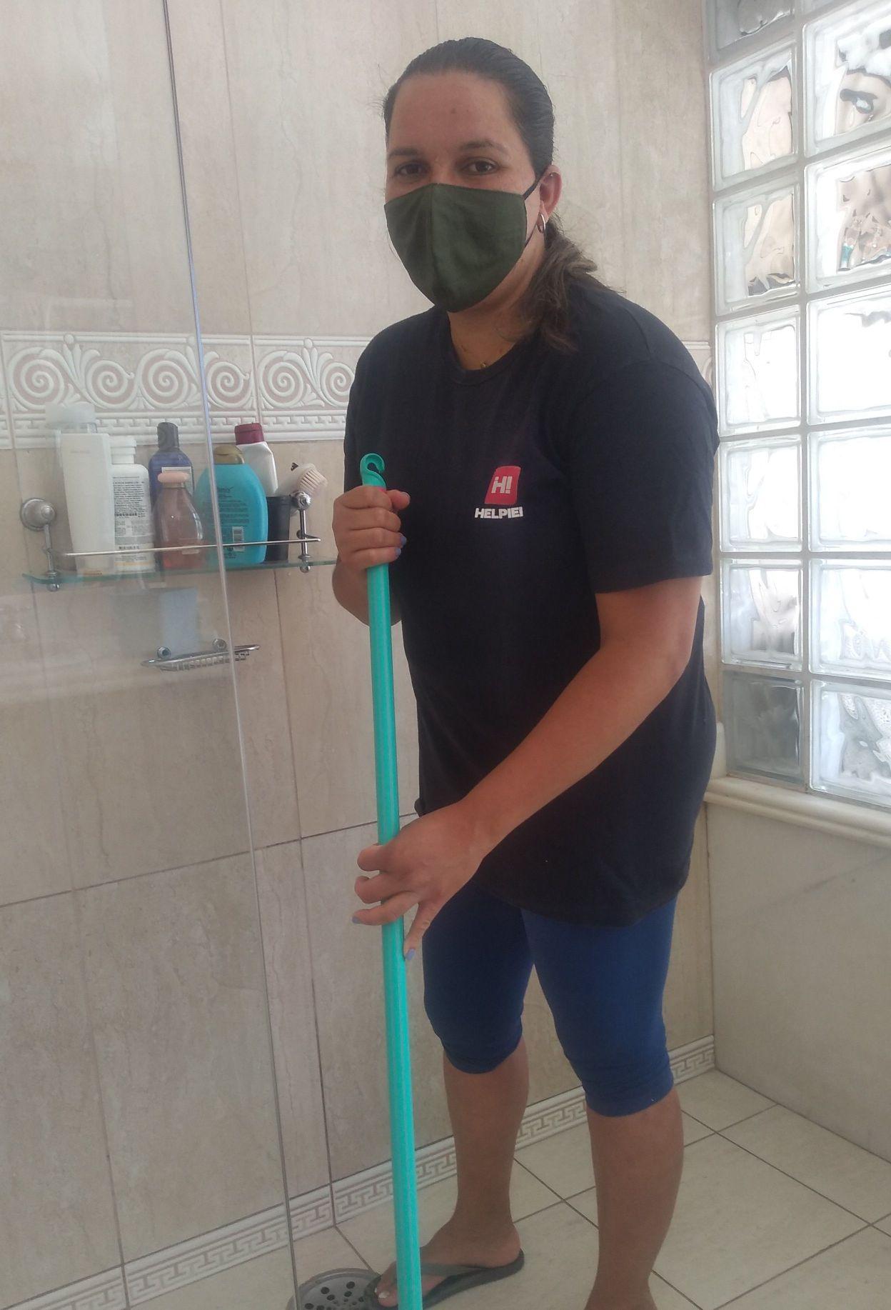 lavando banheiro