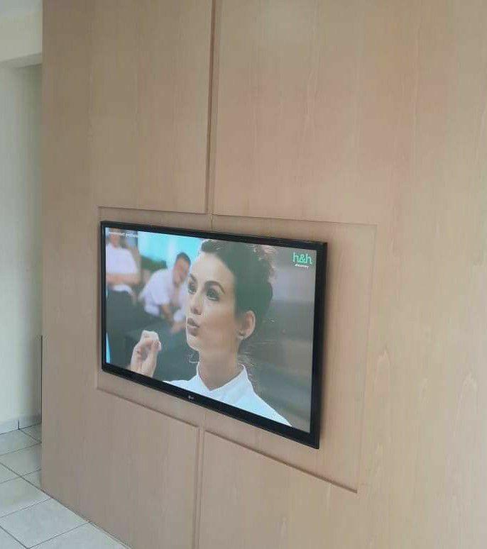 painel de tv parede inteira