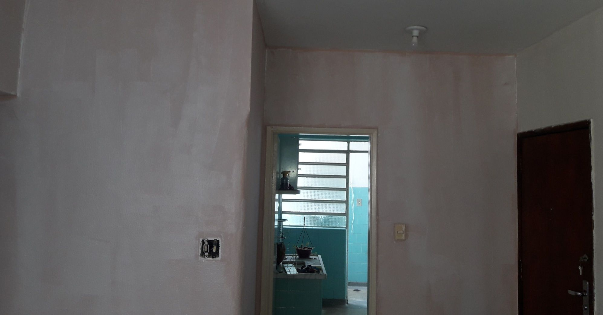 Pintura Sala de apartamento com cor rosa (Antes)