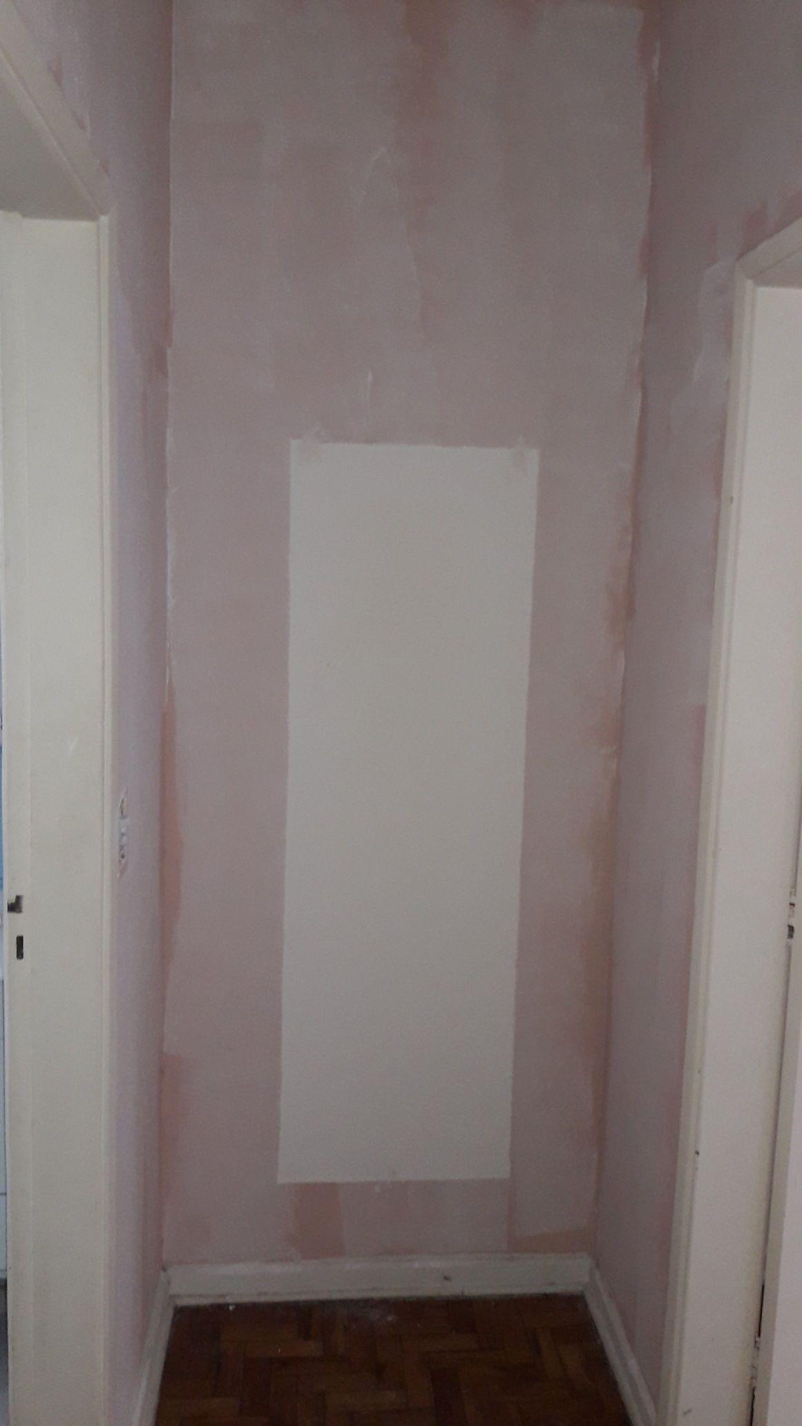 Pintura de corredor com tinta rosa (antes)