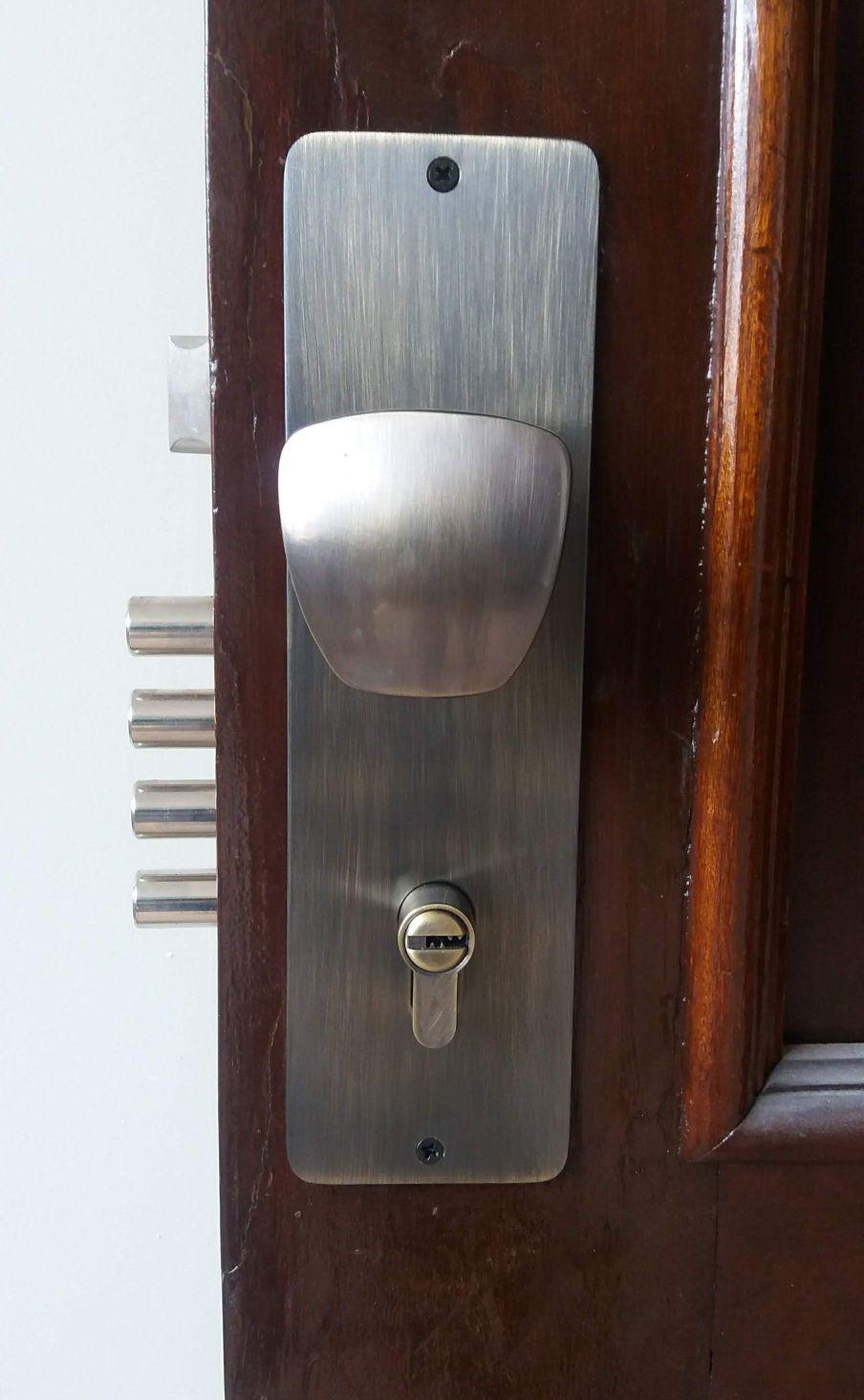 fechadura de segurança multi-ponto.