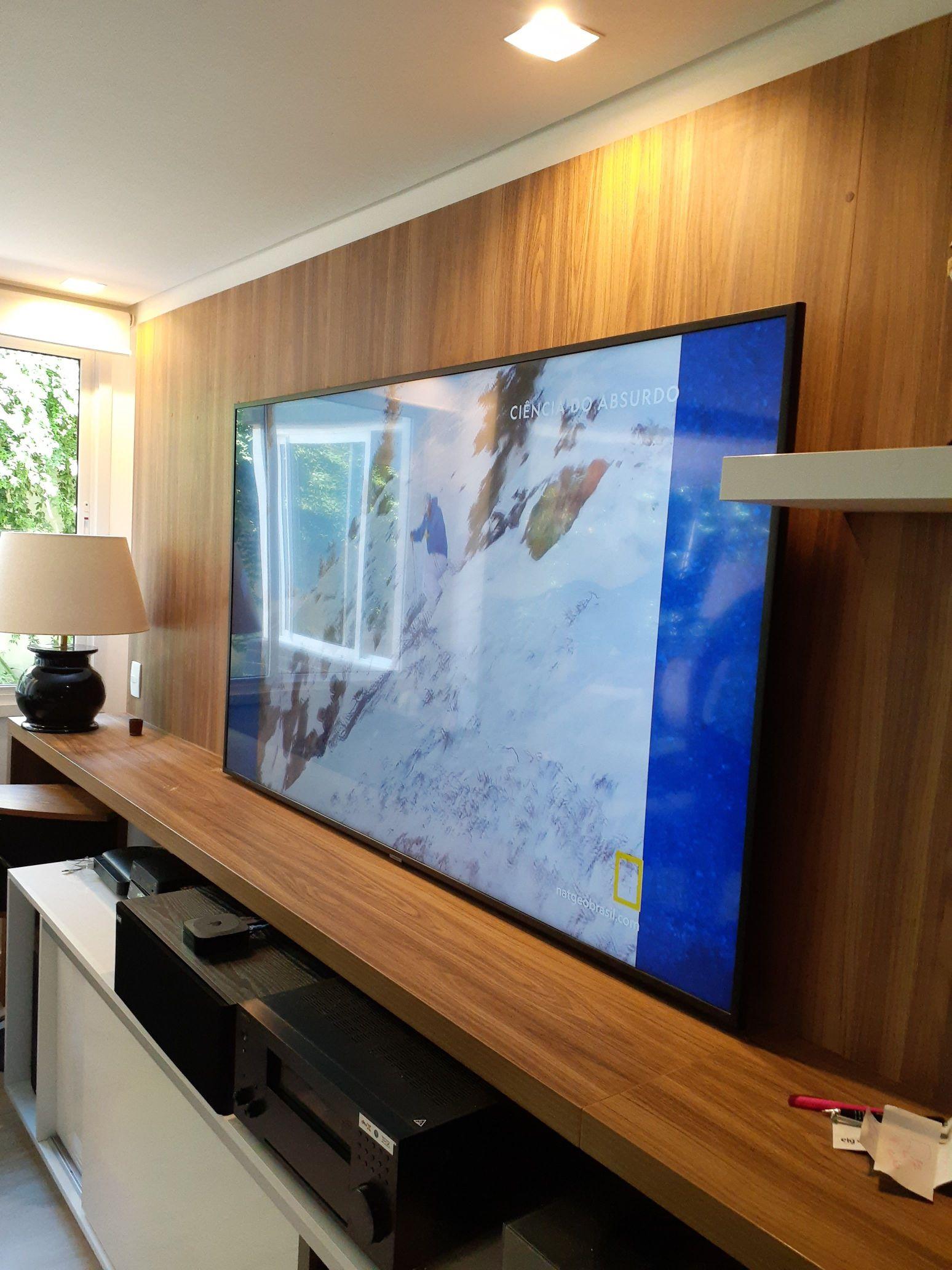 instalação de TVs em painel ou na parede
