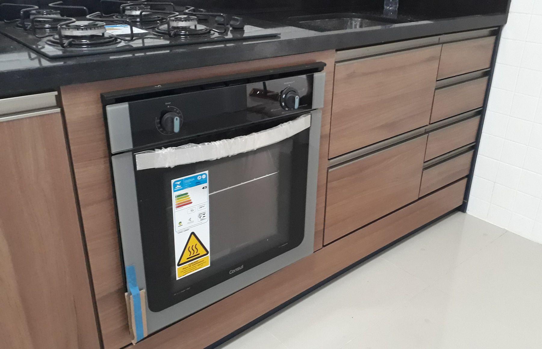 Gabinete pia com caixa para cooktope e forno embut