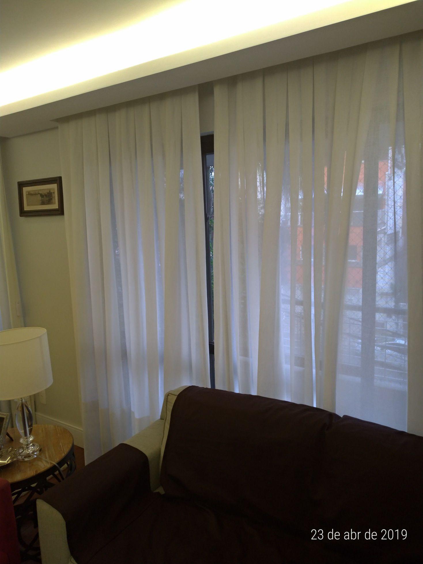 Instalação de cortinas e percianas.