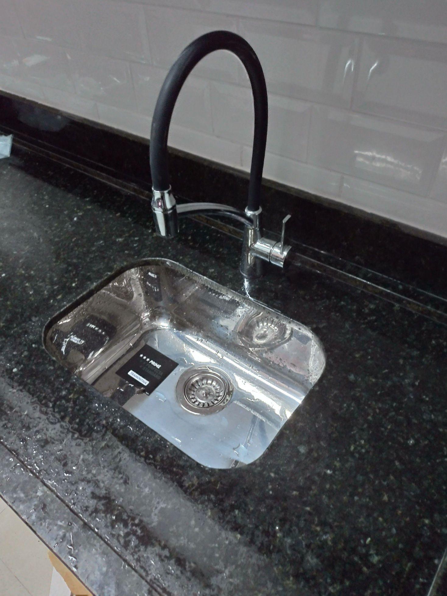 Instalação de torneiras e válvulas ( ralo da pia)