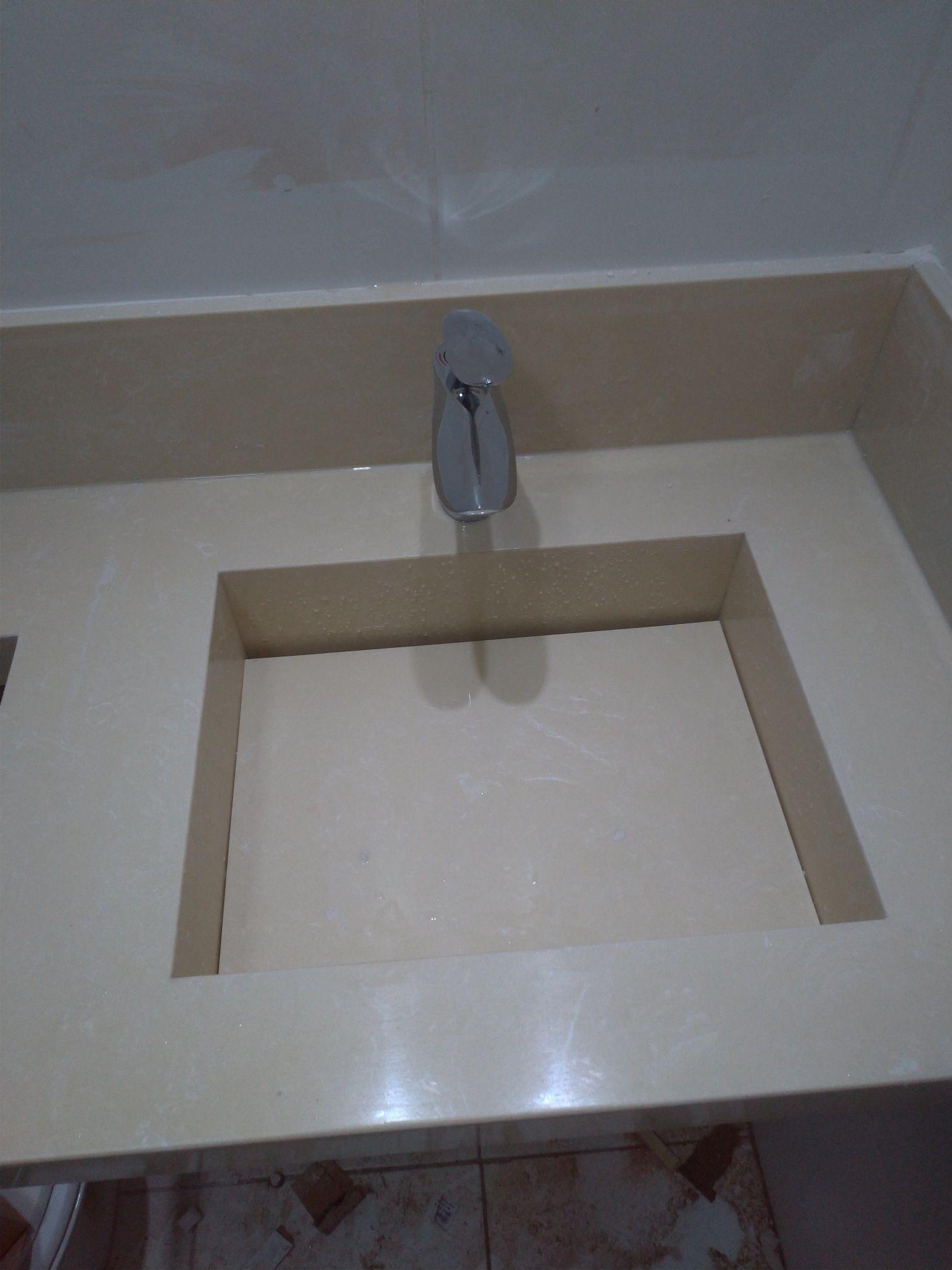 Instalação de torneiras com sistema de misturador.