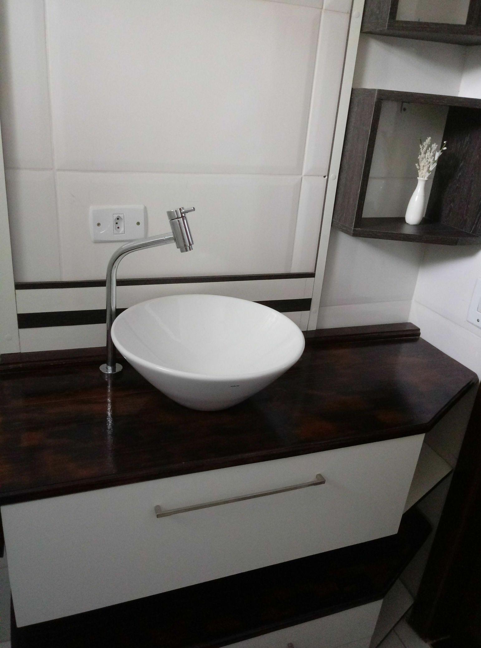 Lavabo em mdf, tampo de madeira Molduras p espelho