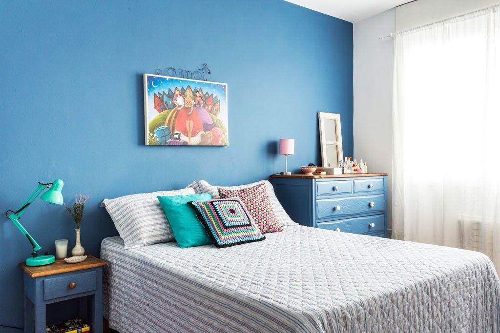 Pintura em uma cor só, azul forte.