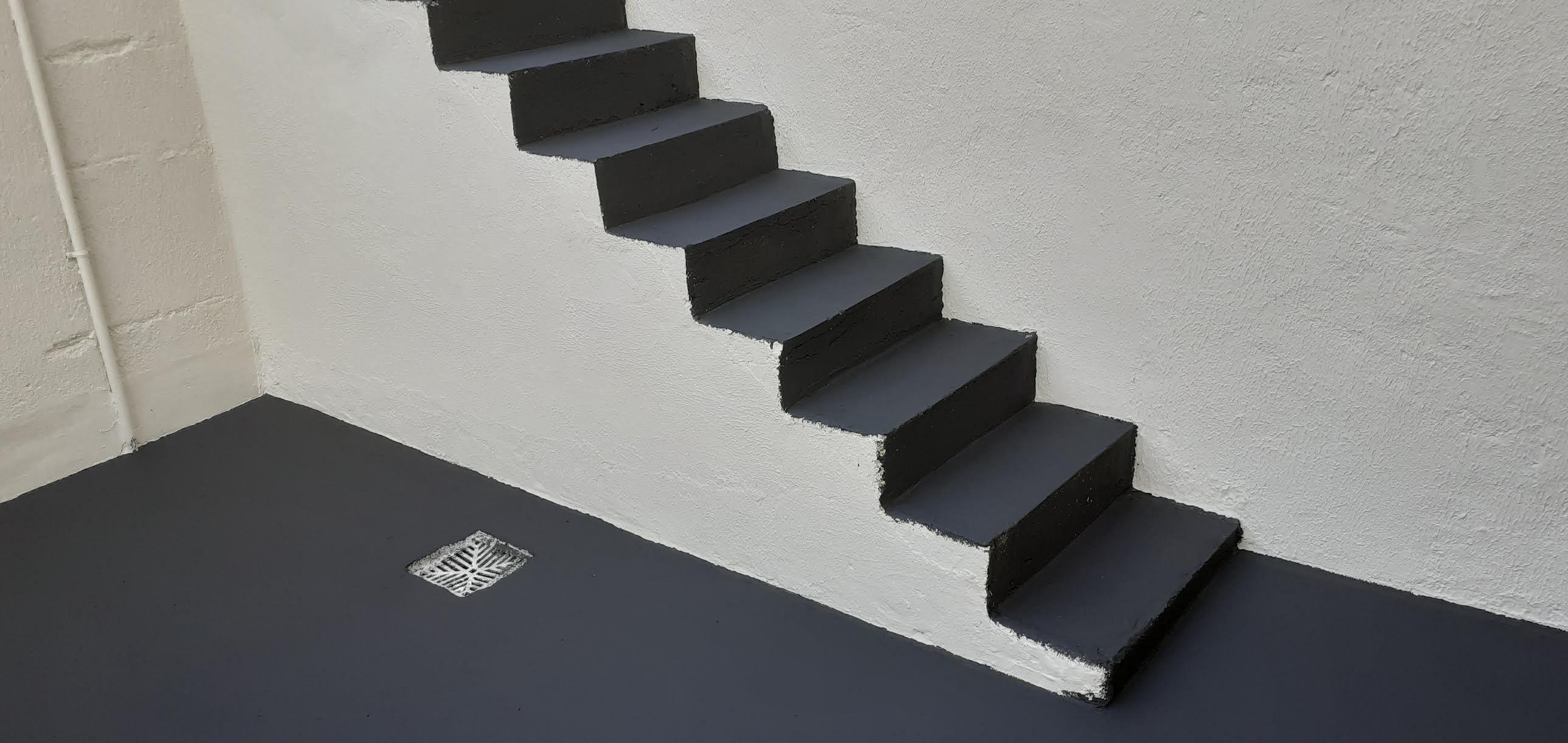Escada pronta e pintada