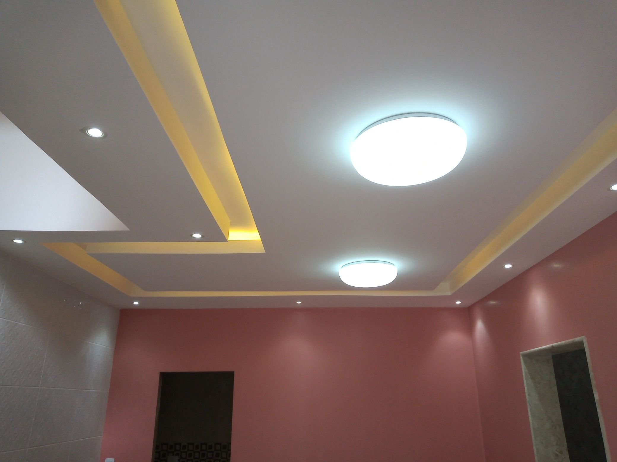 Instalação de luminárias, fita de led e spot.