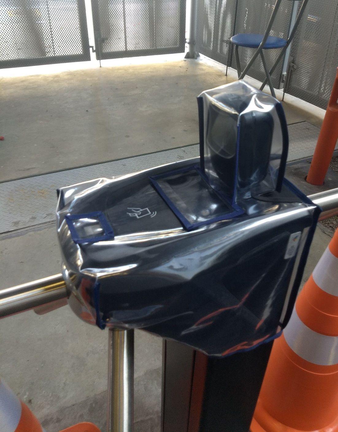 capa de proteção sob medida para catraca de acesso