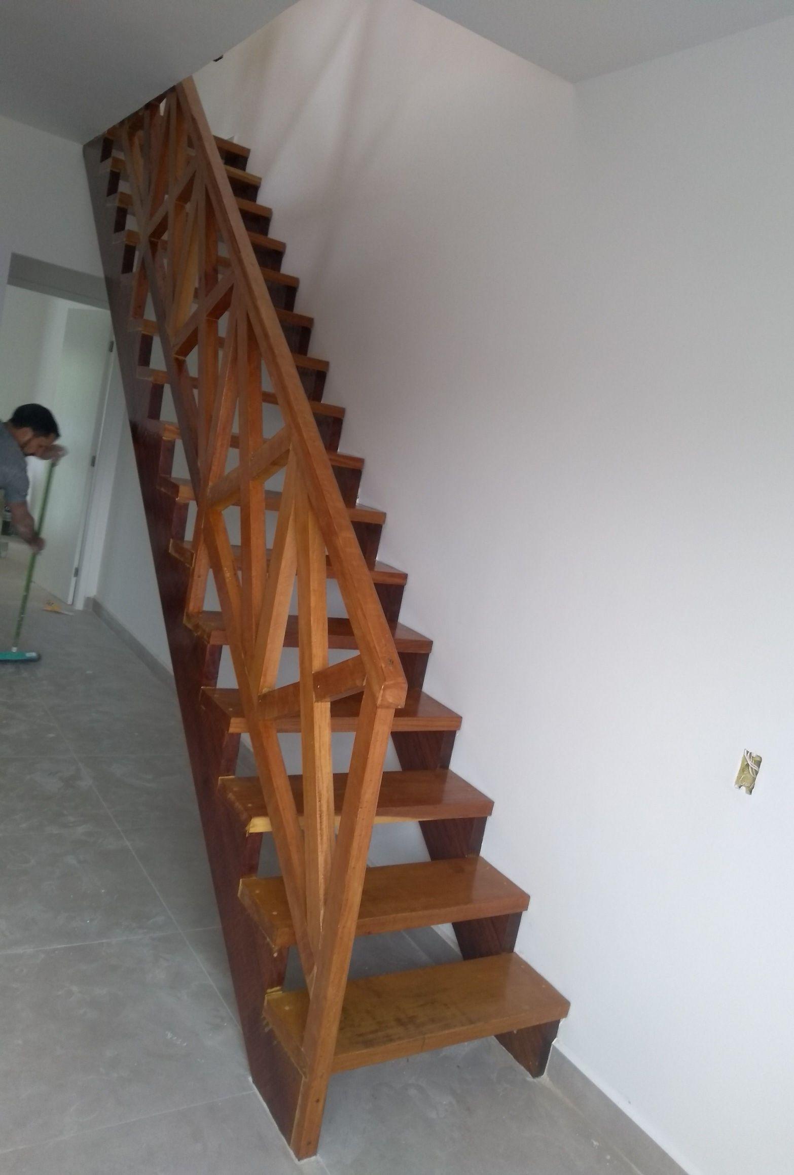escada vernizada