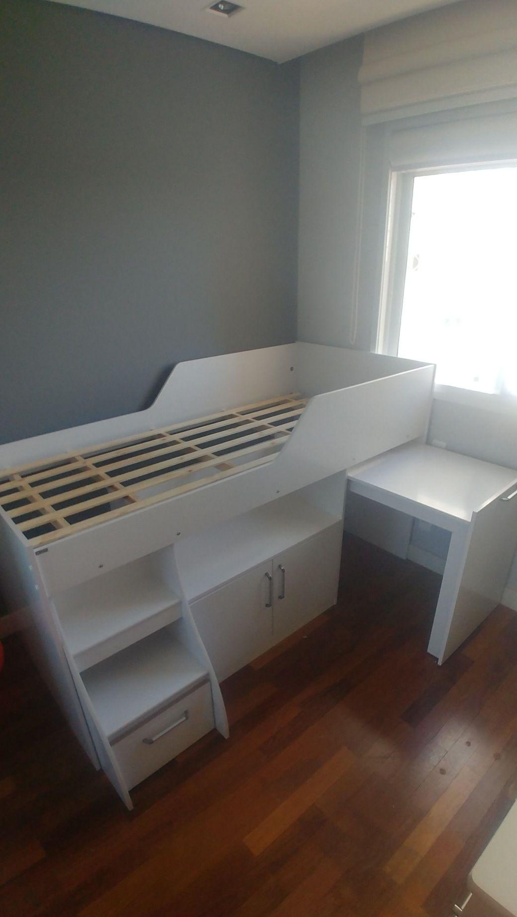 cama com baú e escrivaninha
